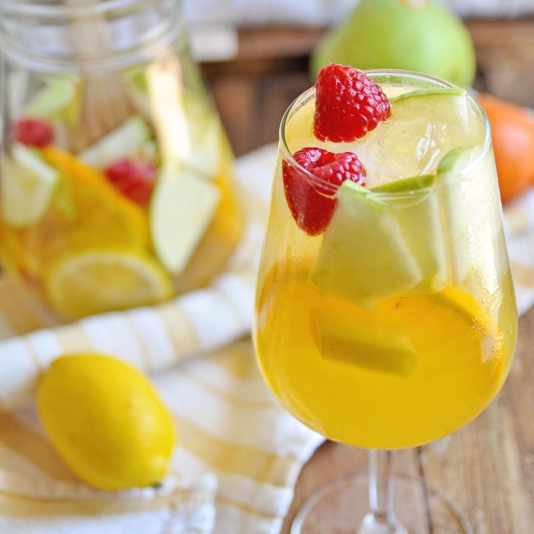 Easy to Make White Wine Sangria