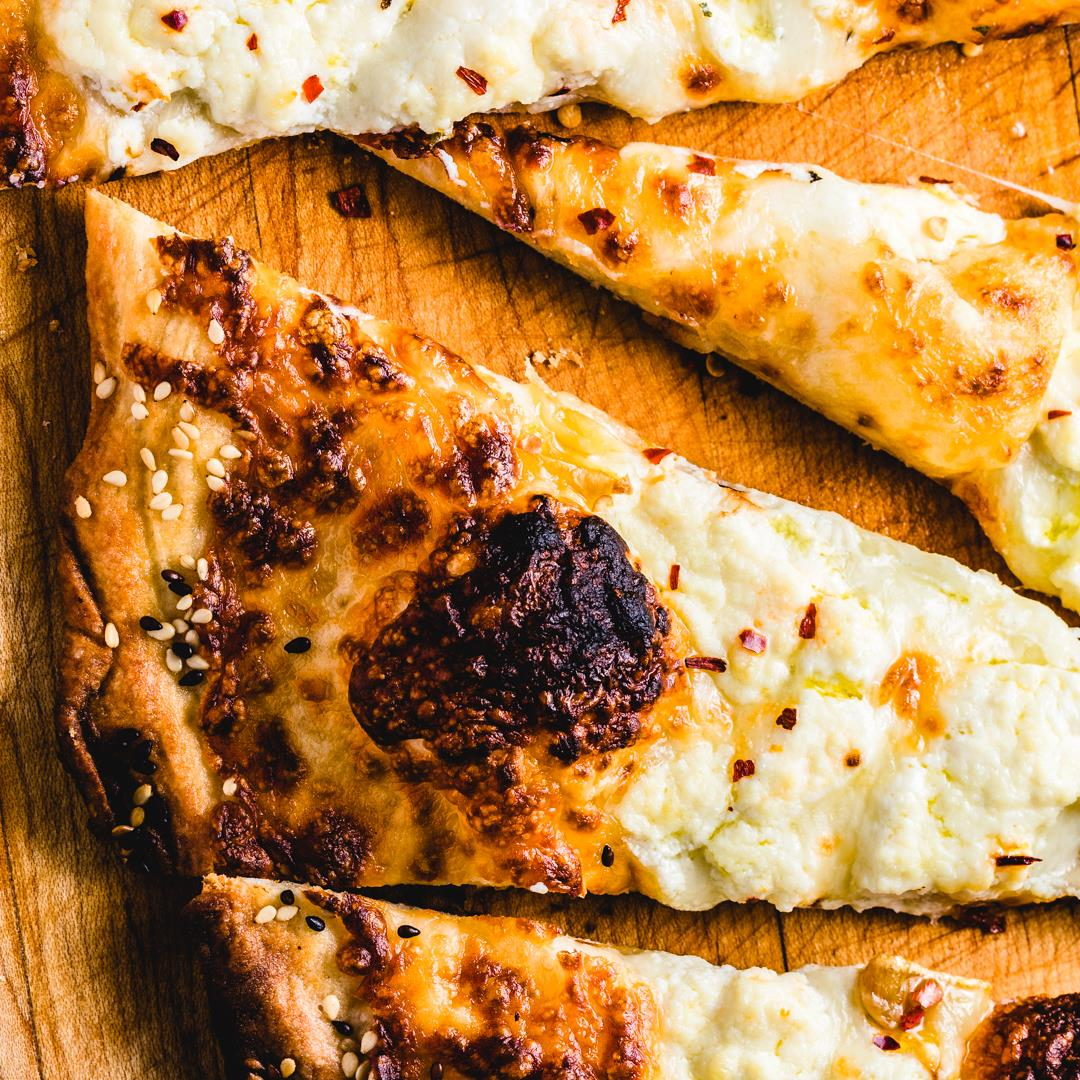 The Best Roasted Garlic White Pizza