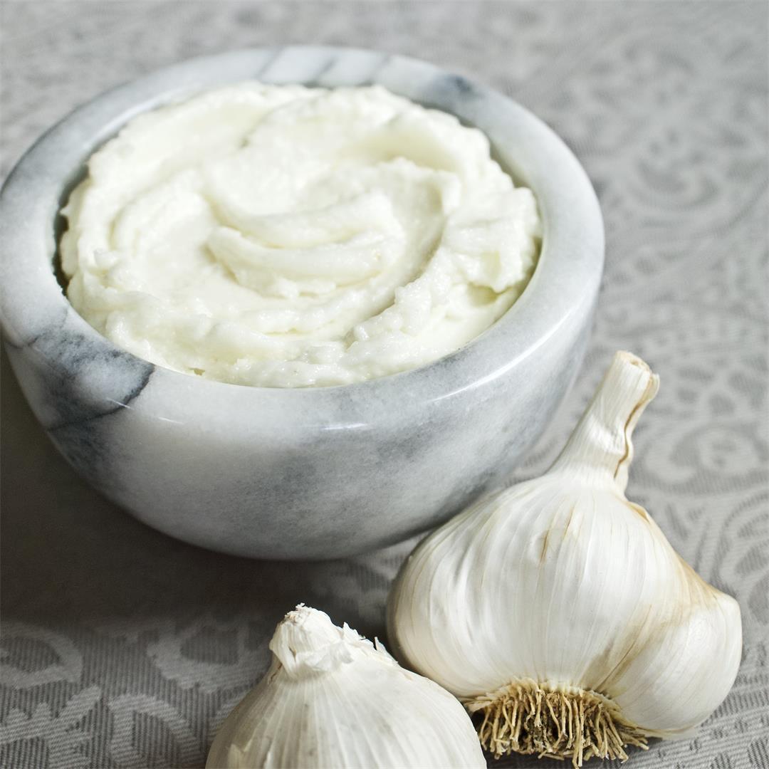 Lebanese Garlic Sauce: Toum