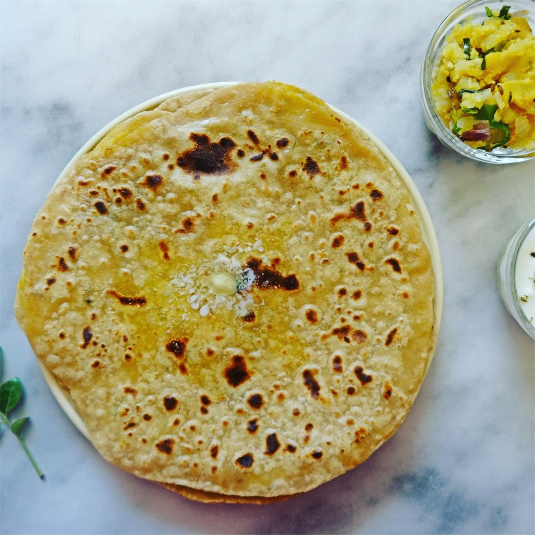 Aloo paratha Recipe (Wheat Bread stuffed with smashed Potatoes)