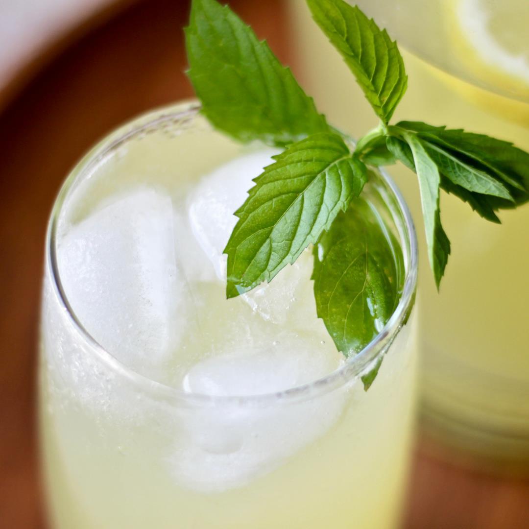Fresh Lemonade with Honey