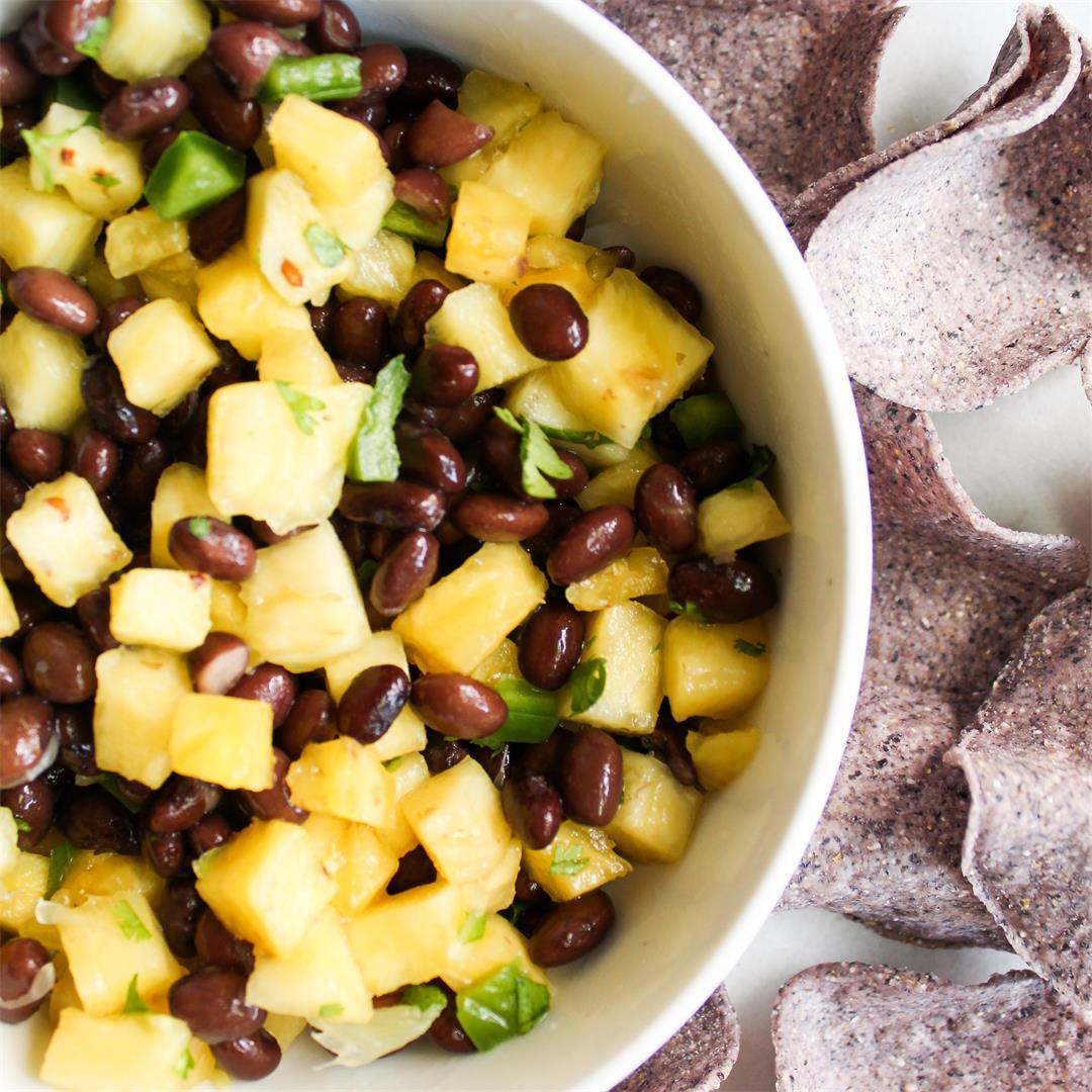 Easy Pineapple Black Bean Salsa - only 6 ingredients! So good!