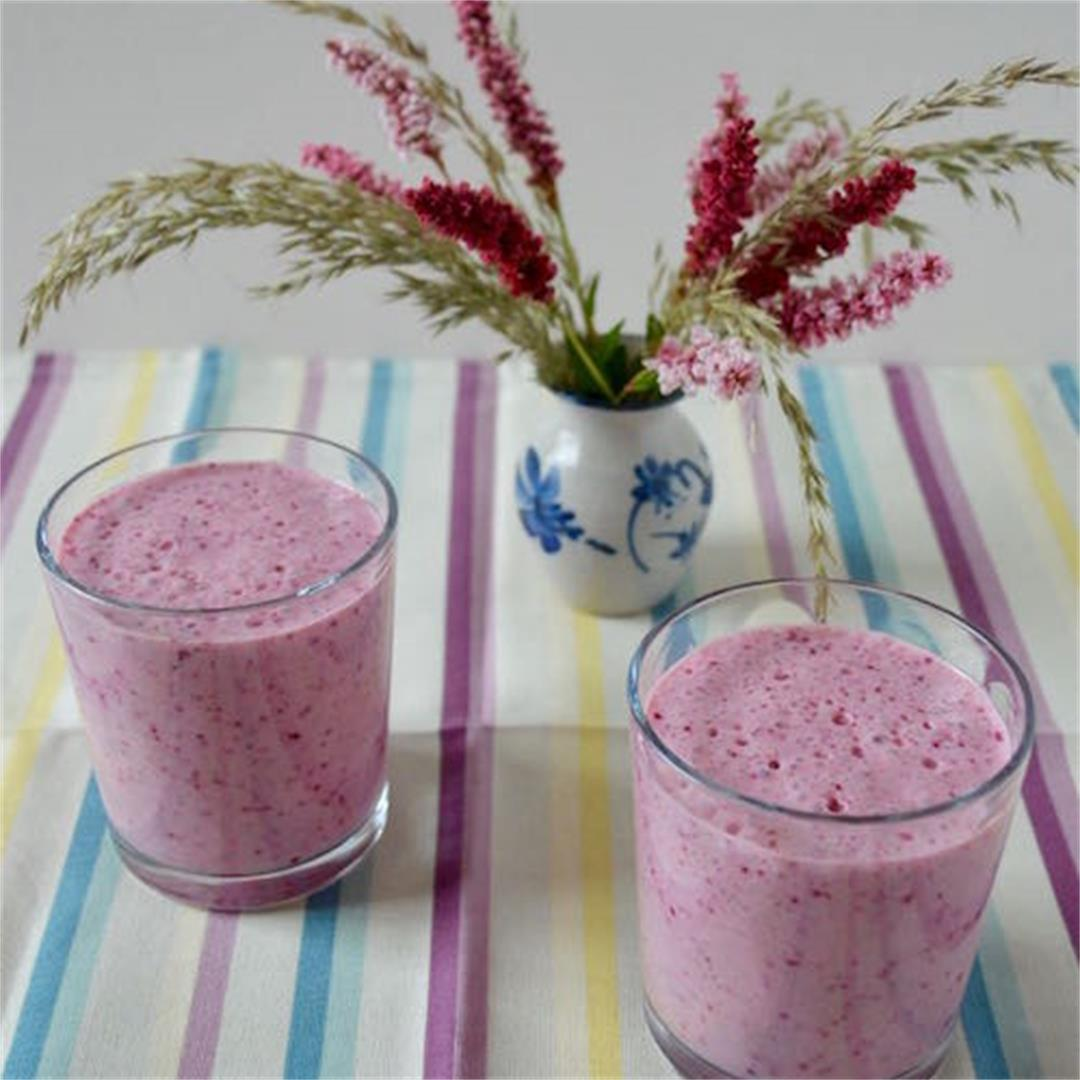 Blueberry Kefir Smoothie flavoured with rose