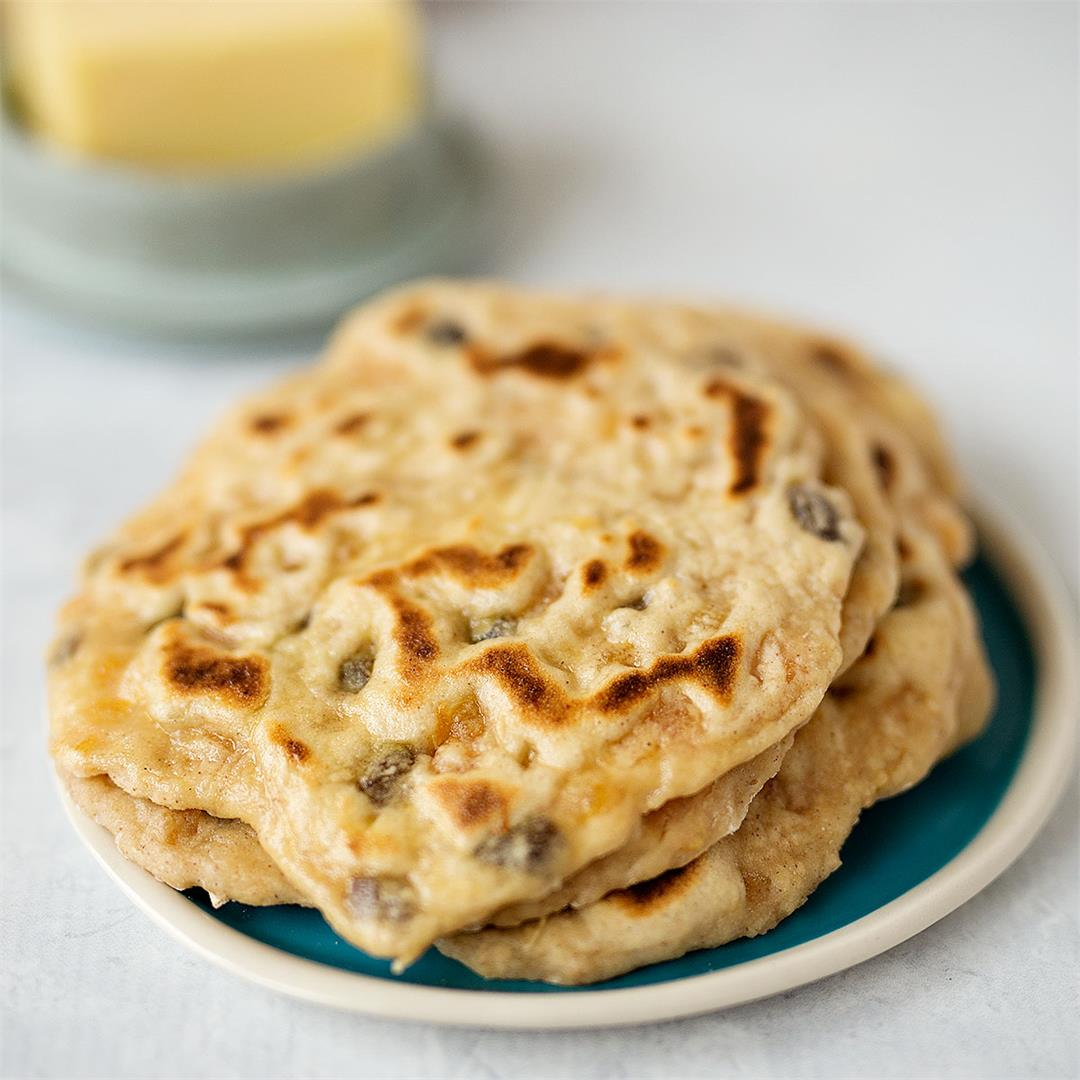 Yoghurt Flatbread with Raisins