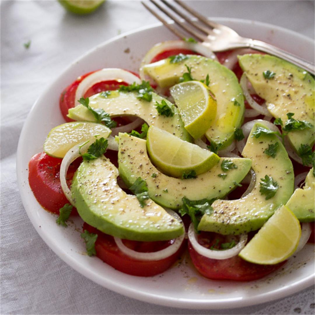 Simple Avocado Tomato Salad with Lime – Panamanian Food