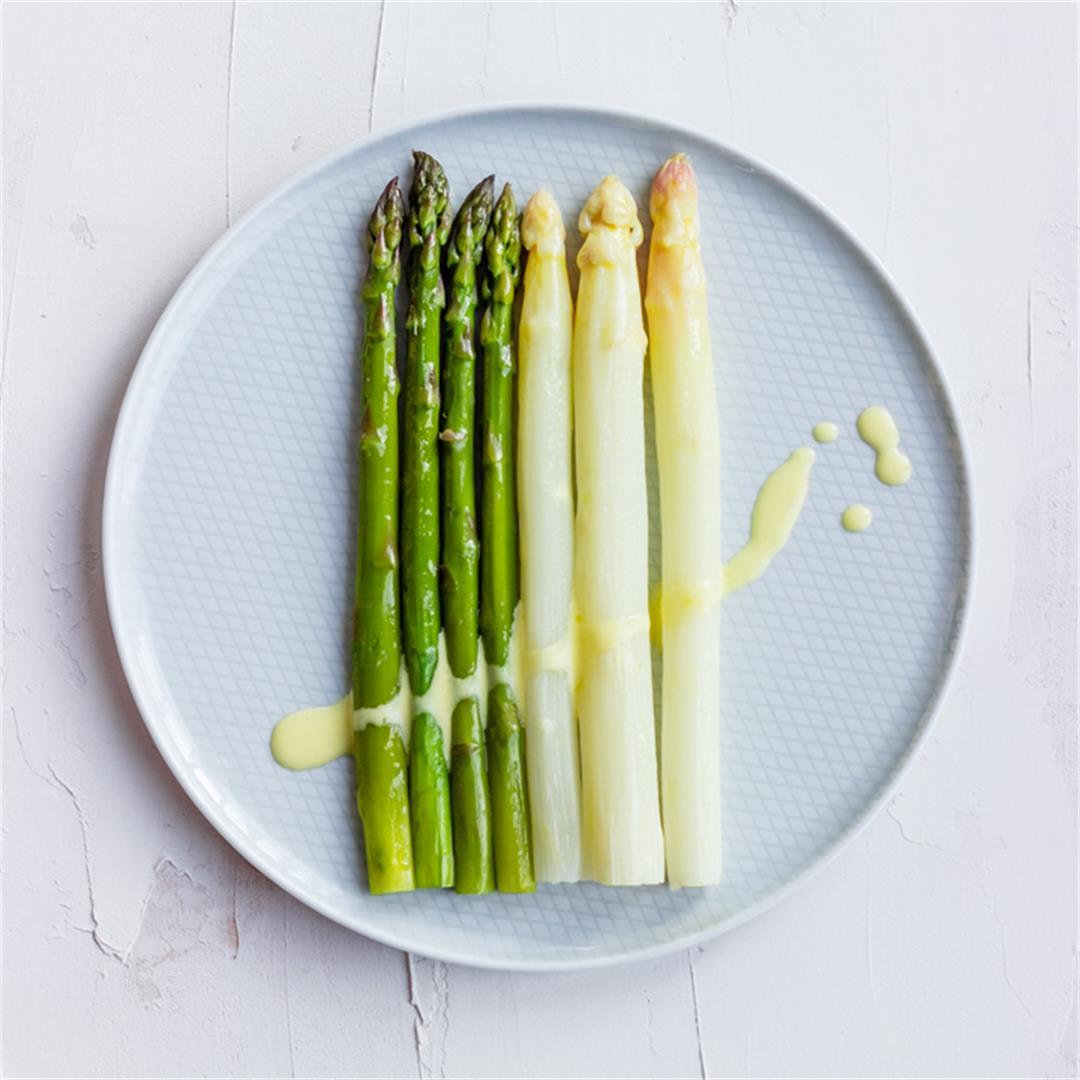 Steamed Asparagus with Sauce Hollandaise