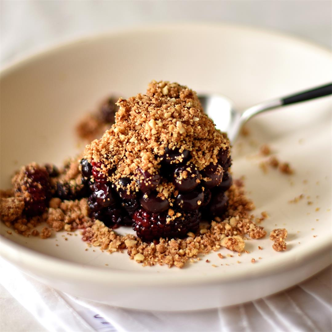 blackberry and blueberry pecan crumble