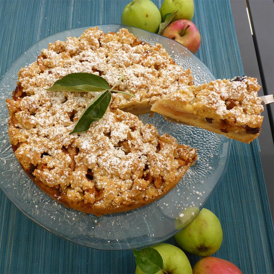 Deliciously easy, moist and not too sweet apple crumble cake