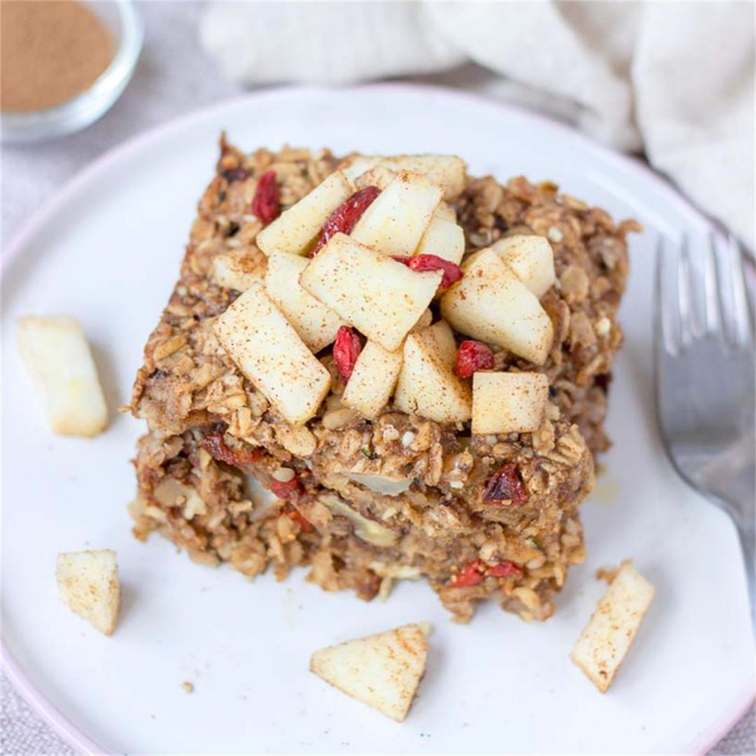 Healthy Apple Cinnamon Baked Oatmeal Breakfast