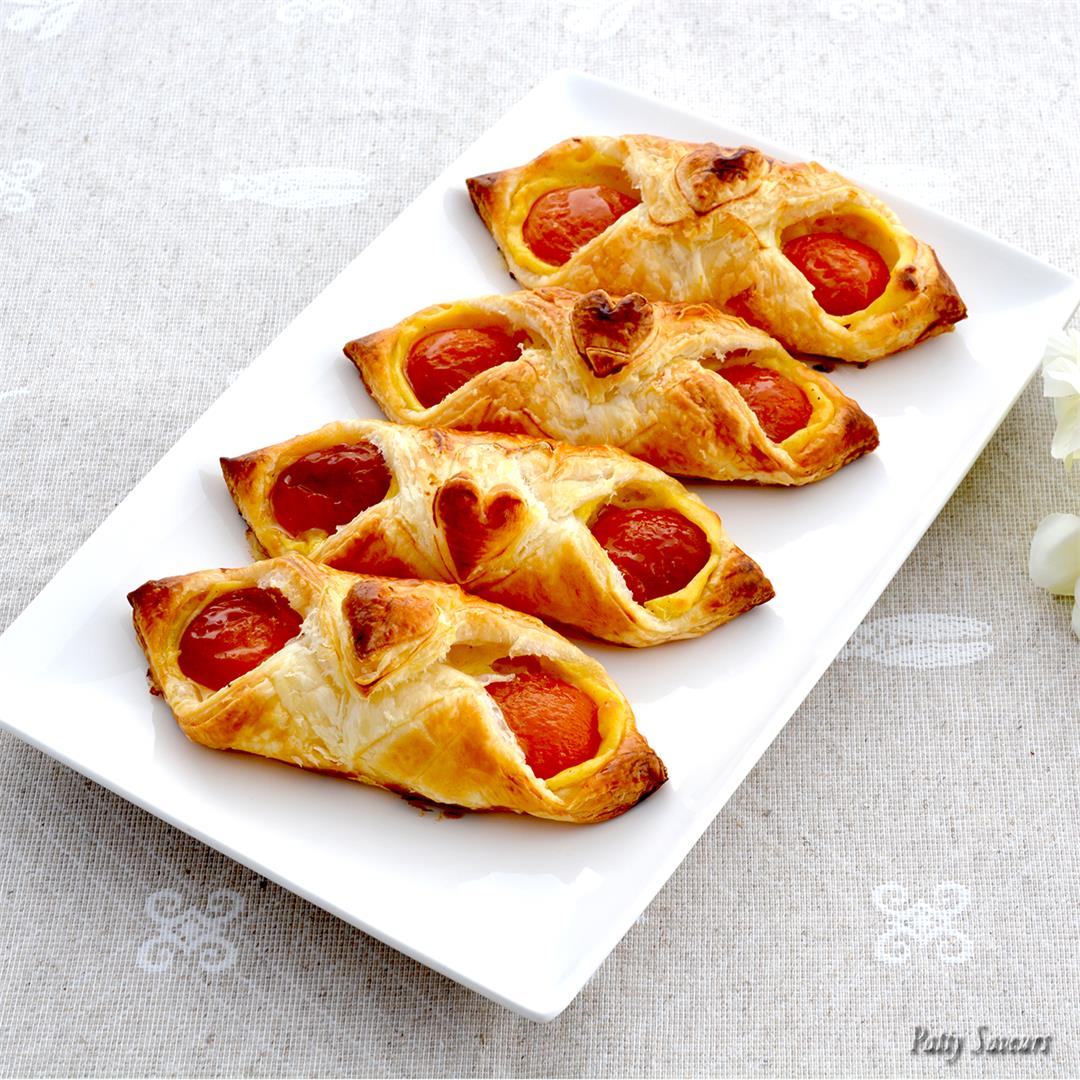 Apricot and Vanilla Pastries