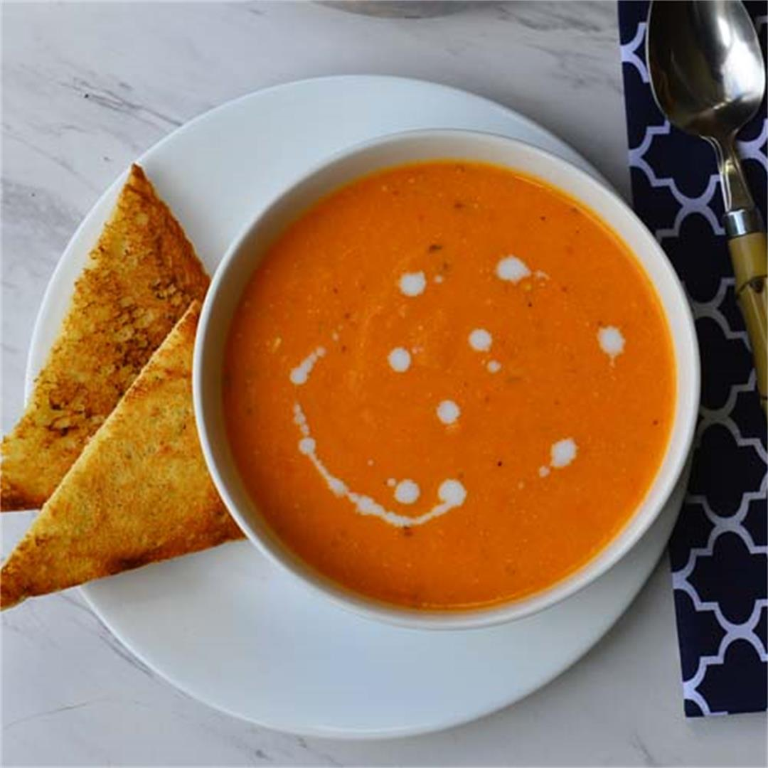 Soups  for  fall  - Creamy tomato soup (vegan)