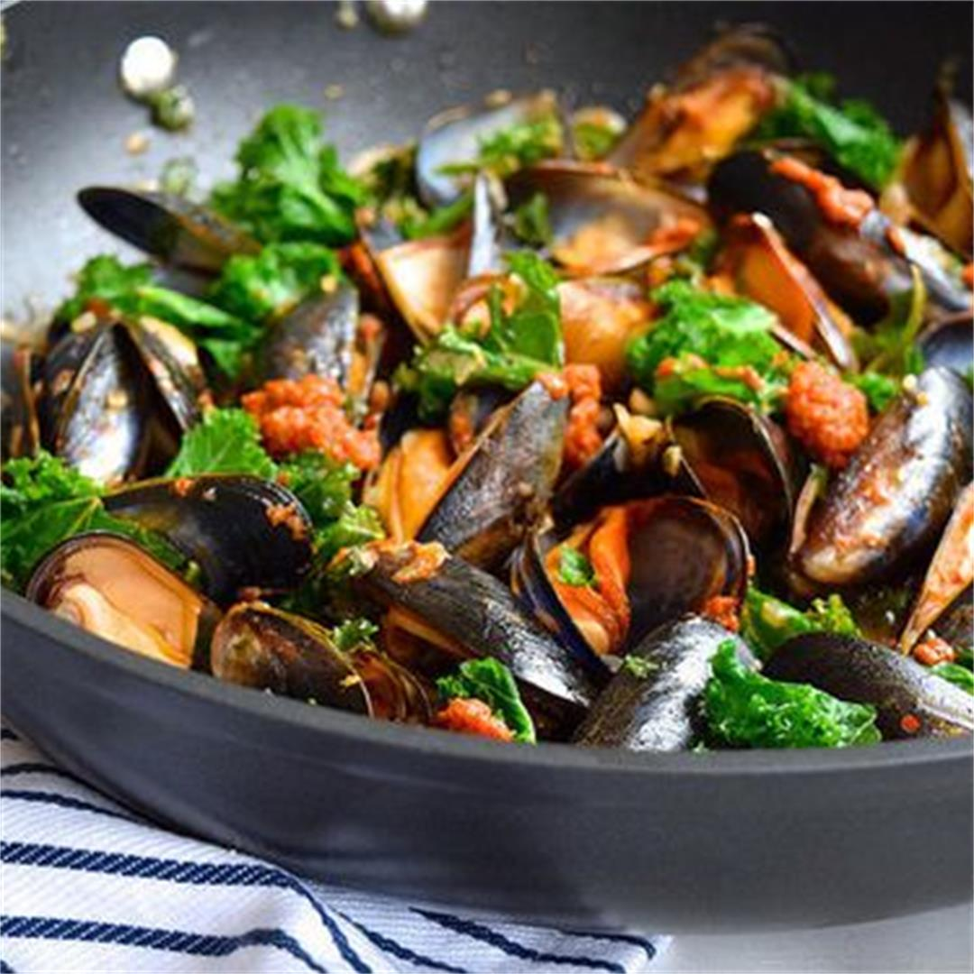 Mussels with Sundried Tomato Pesto & Kale