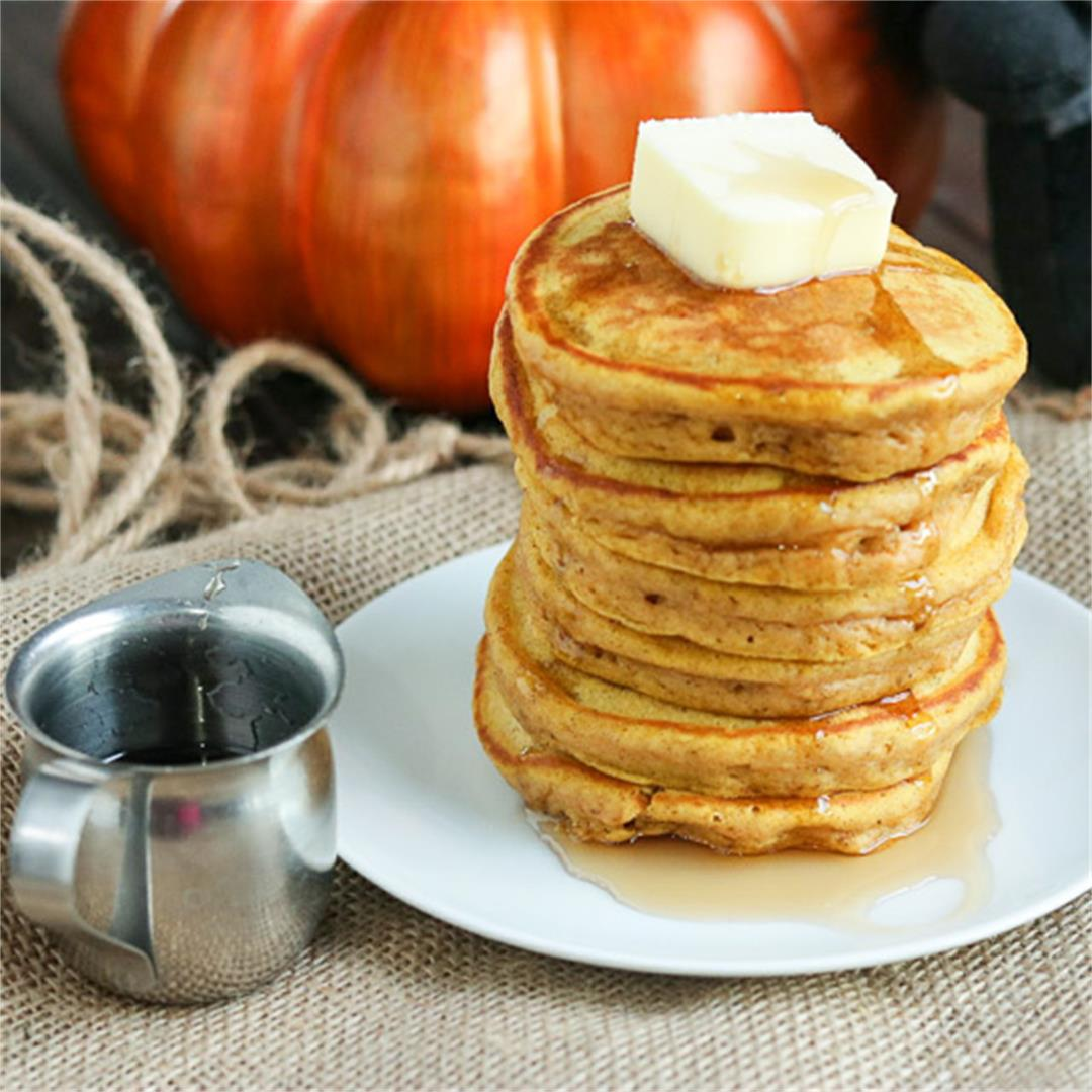 Light & Fluffy Pumpkin Spice Pancakes
