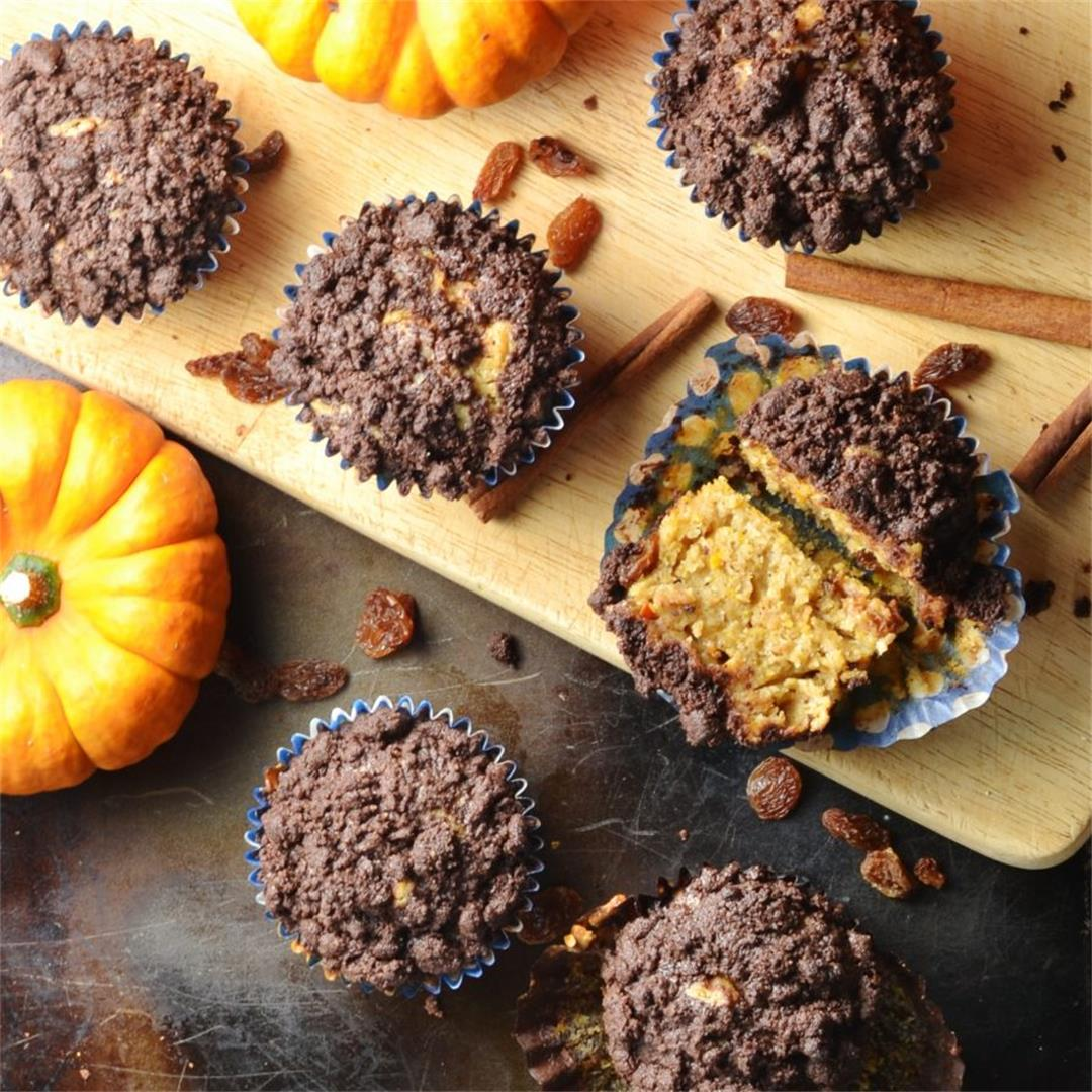 Healthy Pumpkin Muffins with Chocolate Streusel