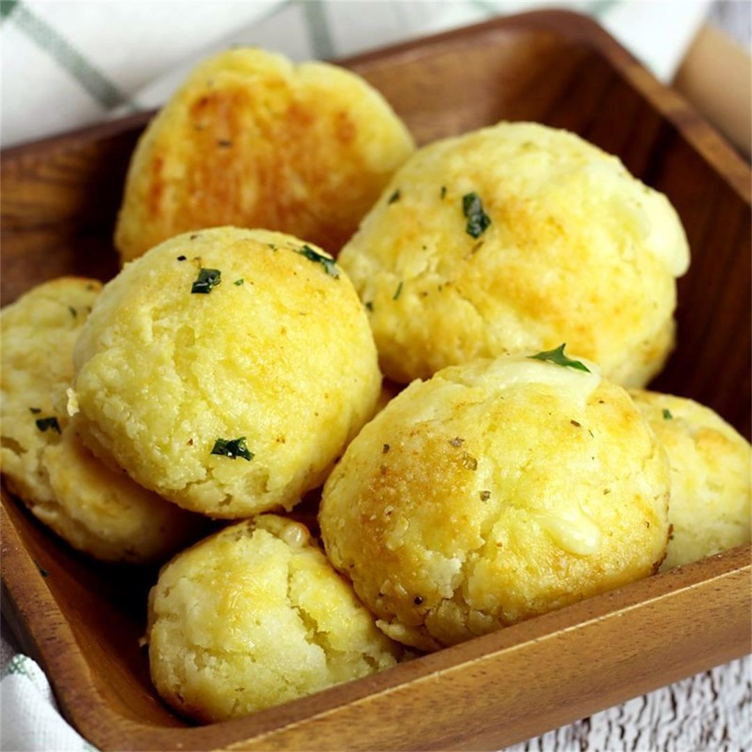 Garlic Bread Cheese Bombs