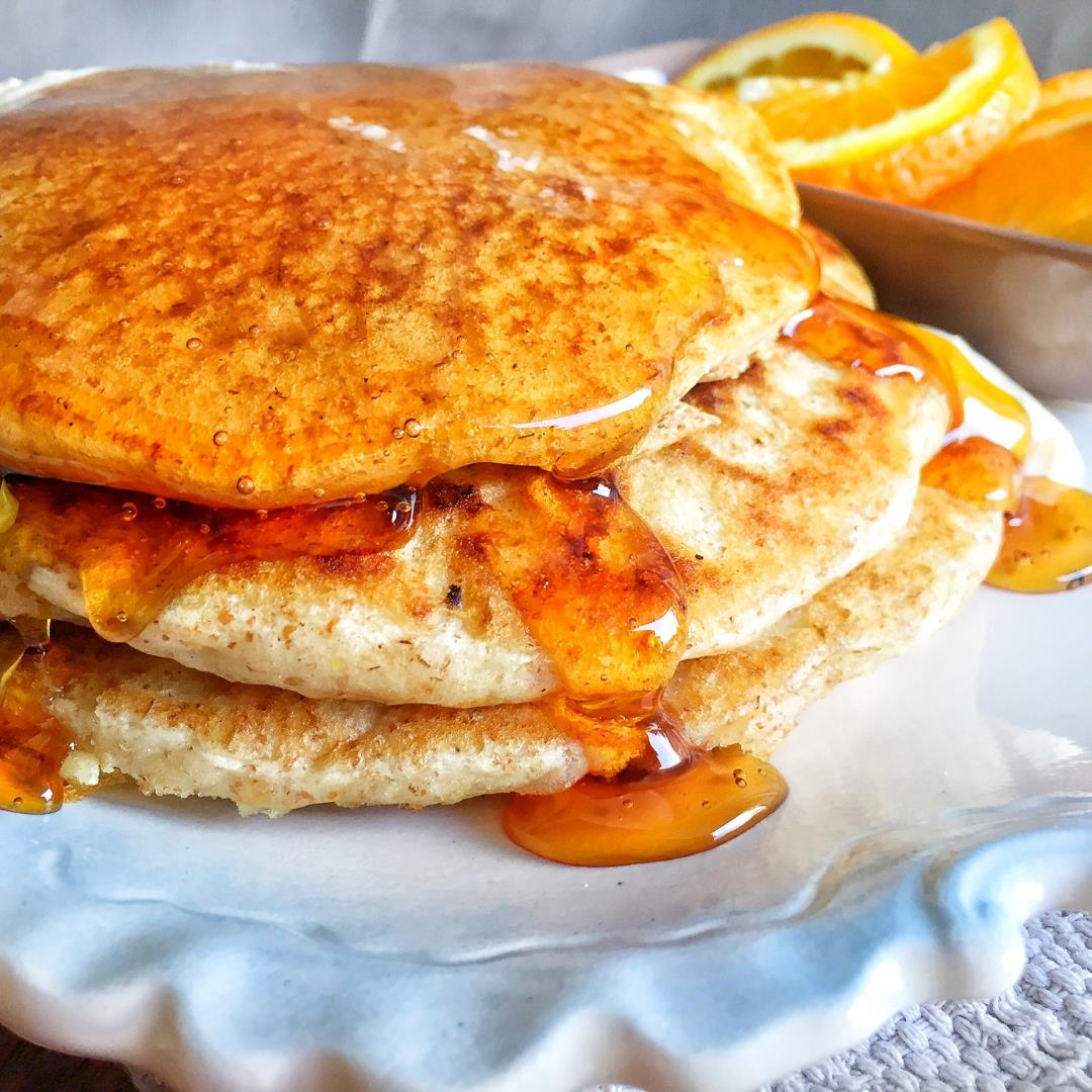 Fluffy Vegan Whole Wheat Pancakes-Without Banana!