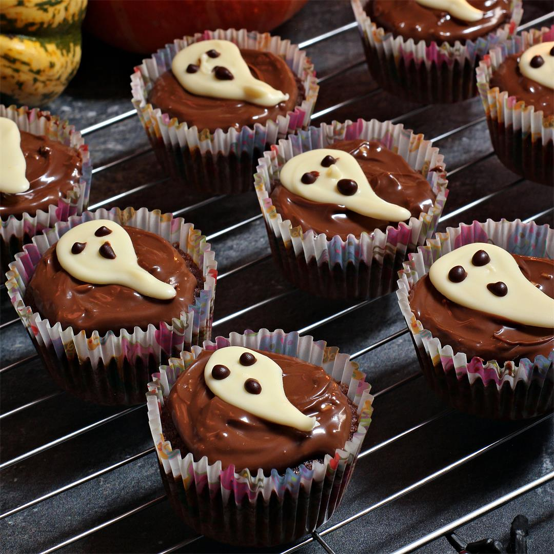 Easy Halloween Ghost Cupcakes