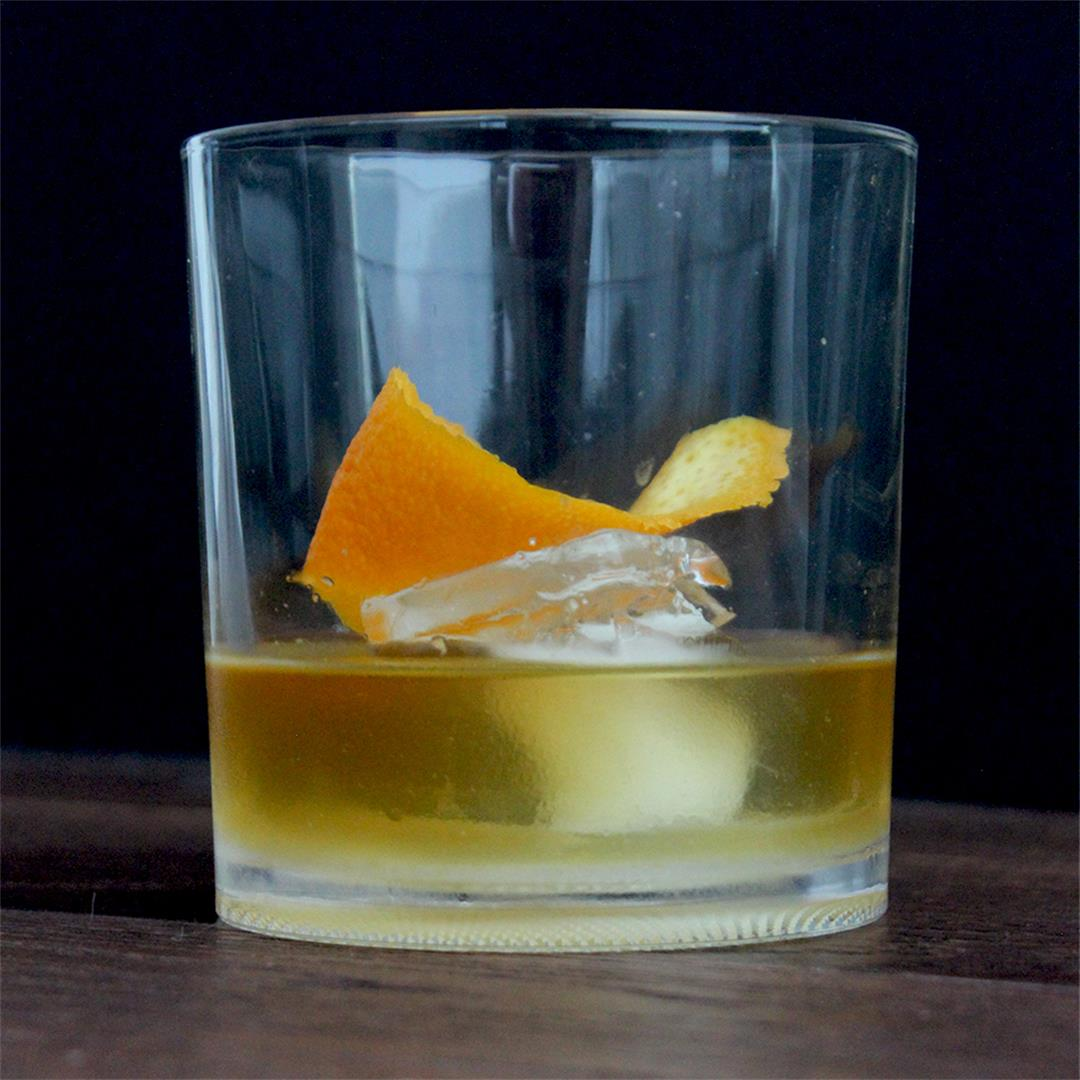 Smokey Old Fashioned - classic & easy whiskey cocktail