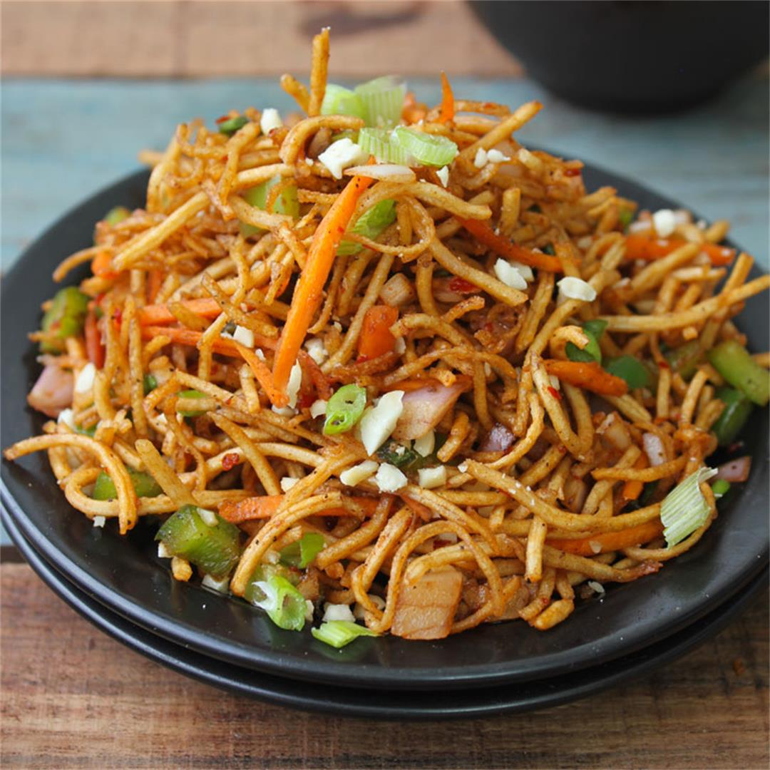 Chinese Bhel (Crispy Noodle Salad)