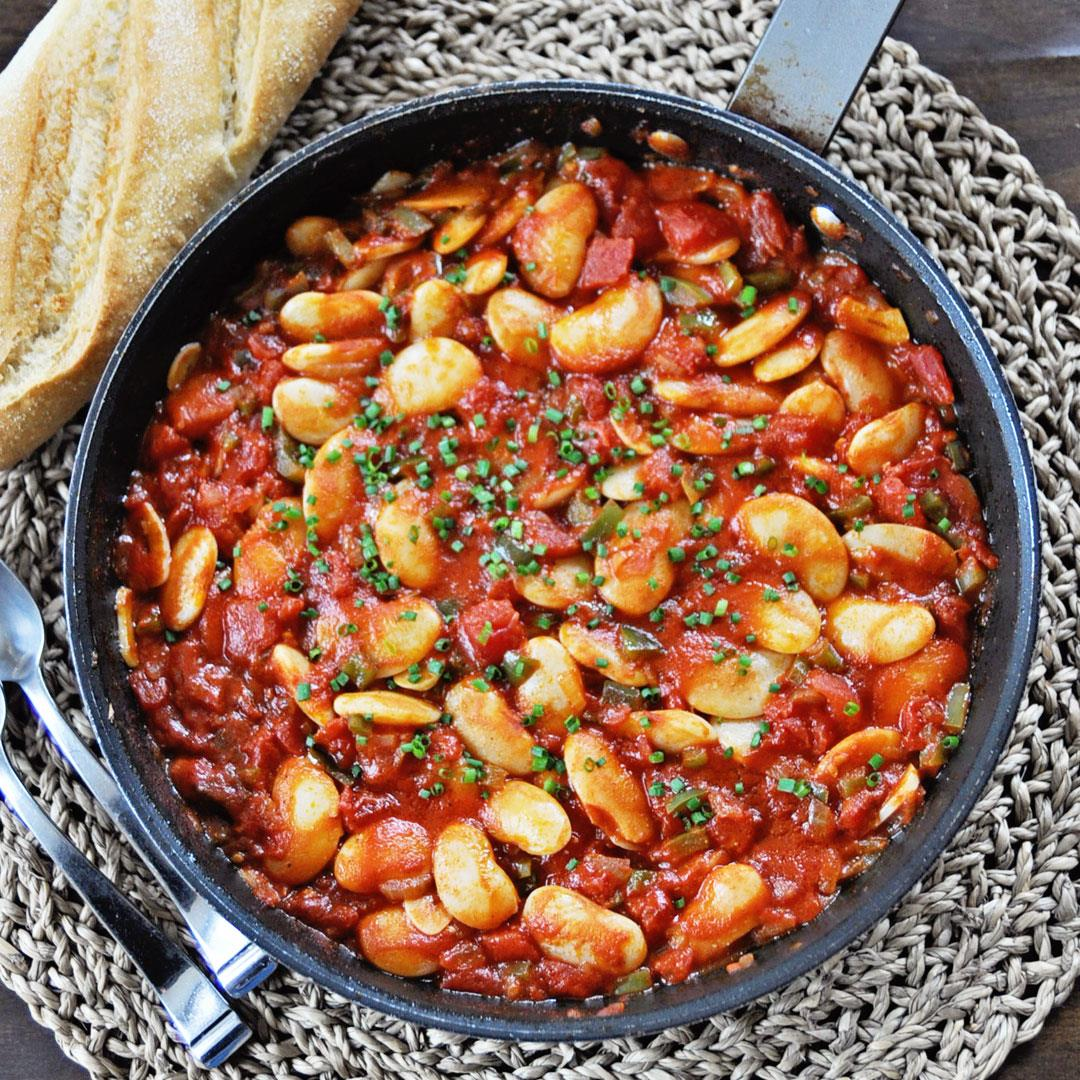 Spanish Beans with Tomatoes and Onions