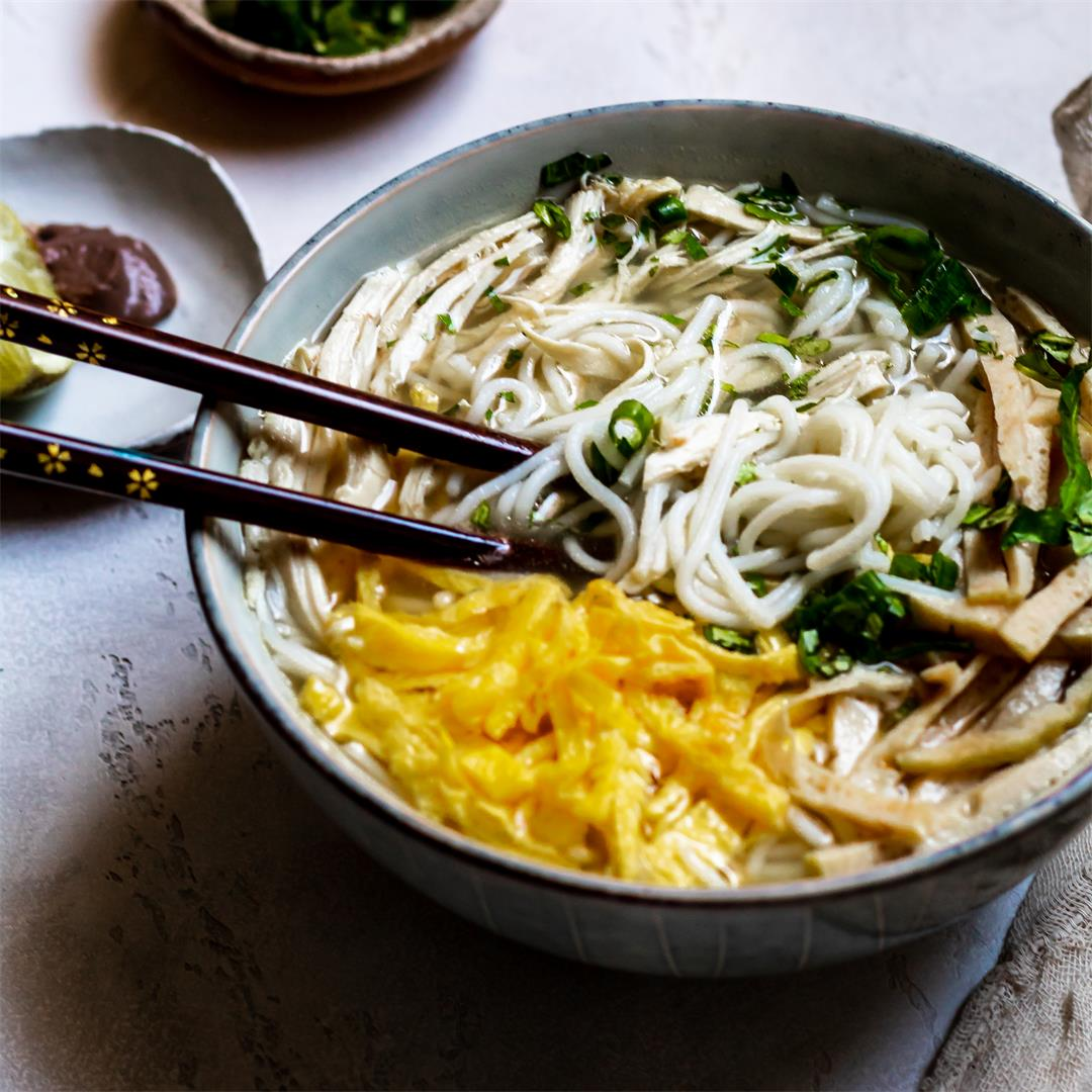 Bun Thang - Vietnamese Chicken Noodle Soup