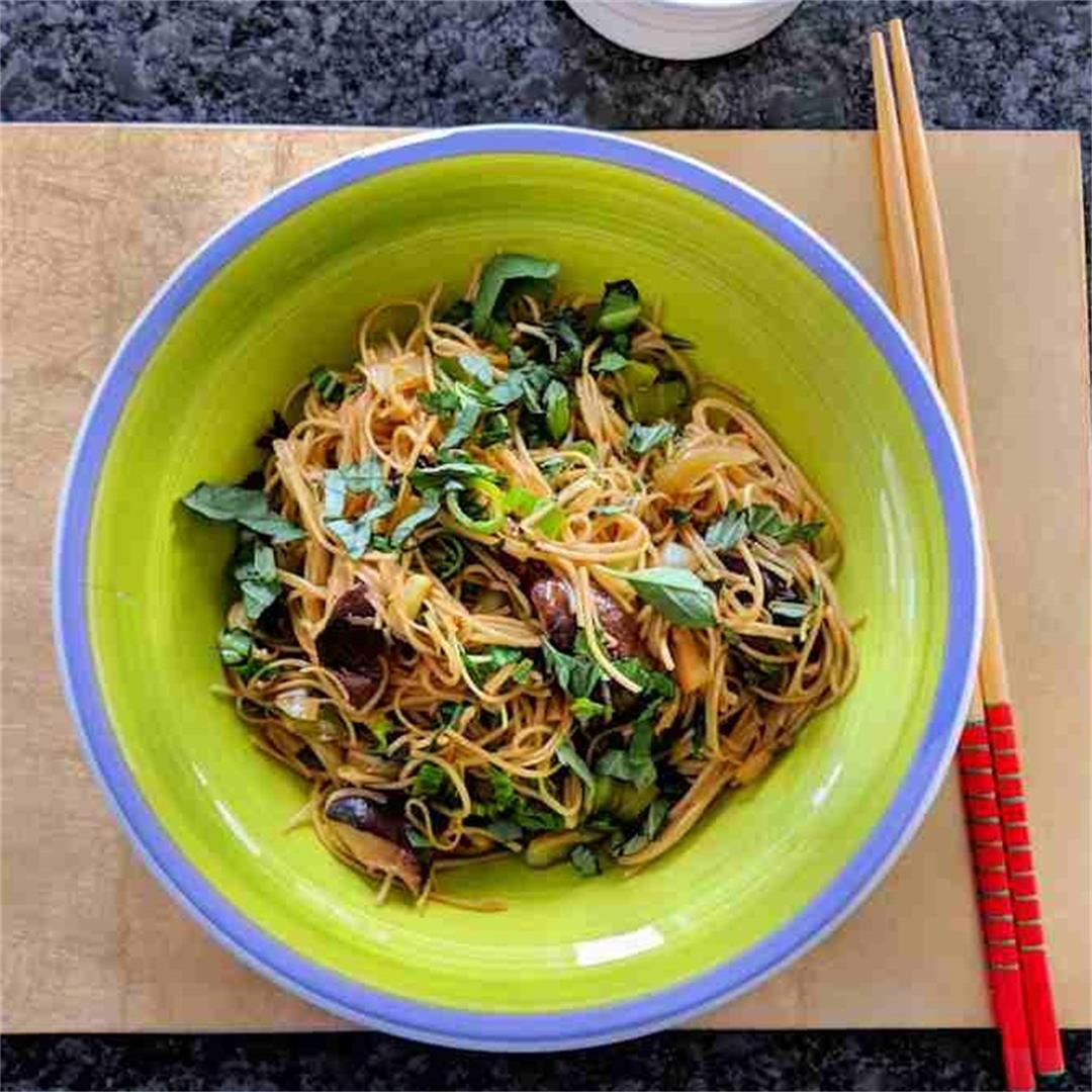 Thai noodles with mushrooms and cinnamon