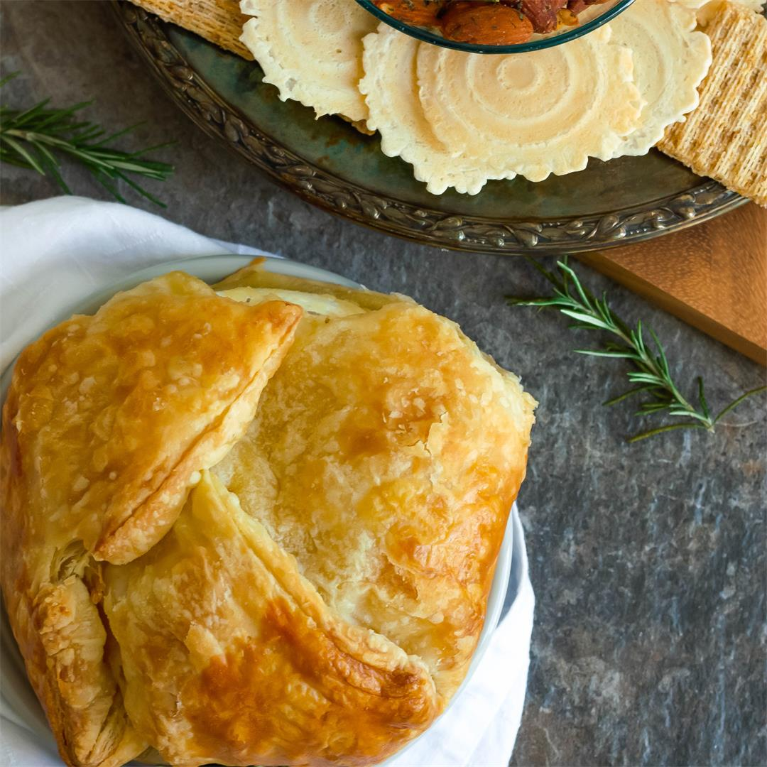 Baked Brie in Puff Pastry With Roasted Garlic
