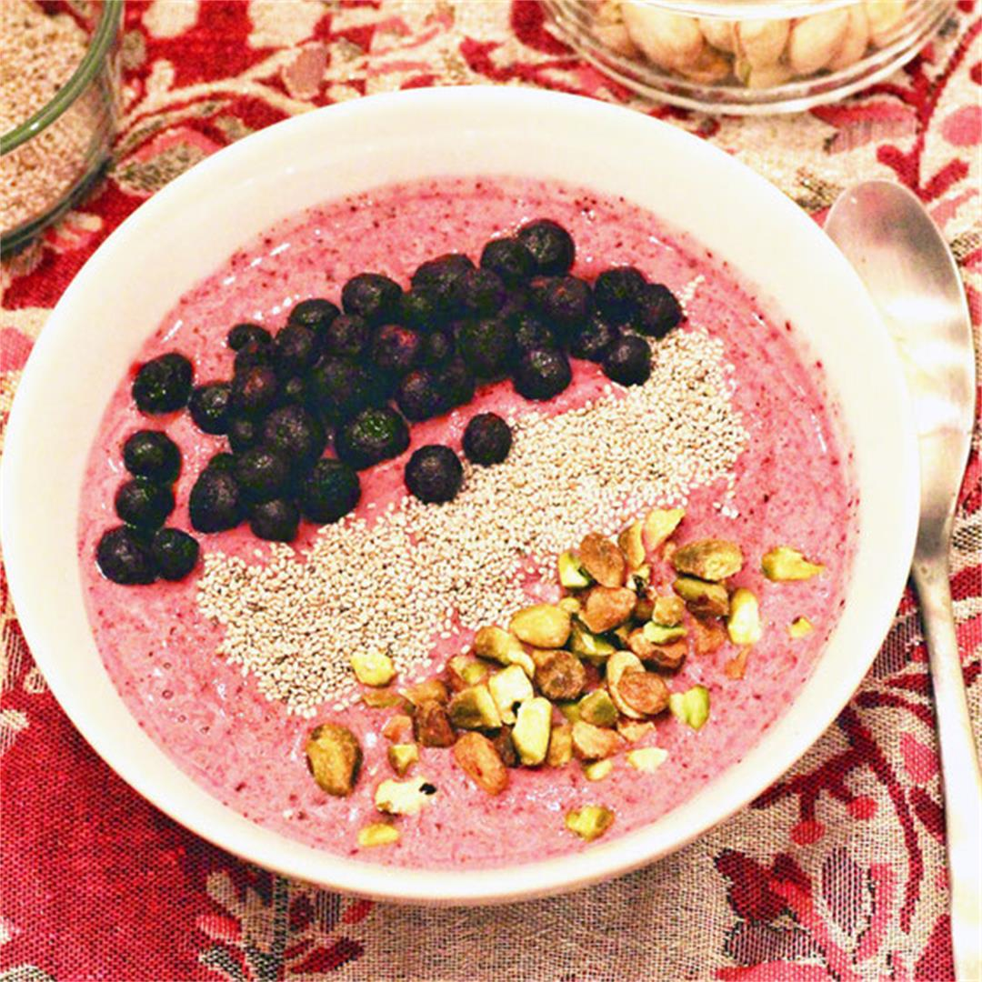 Very Berry Pistachio Crunch Smoothie Bowl