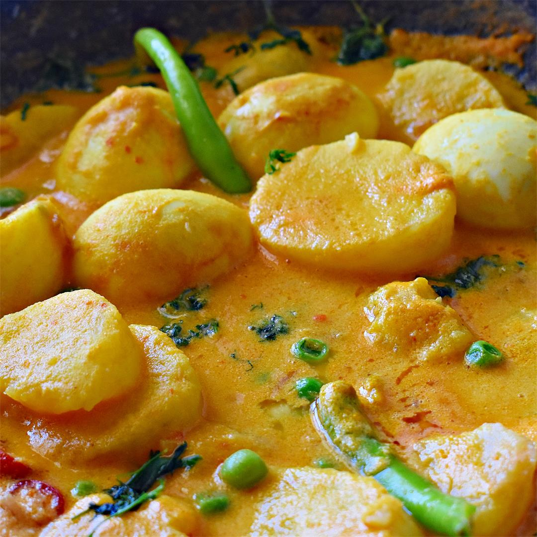 Dimer Jhol / Andey ki curry - Simple spicy Egg Curry