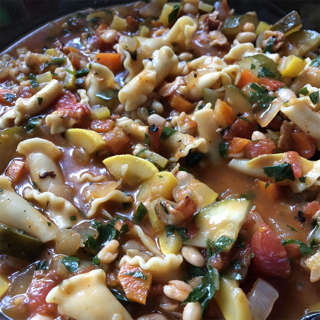 Easy and Hearty Minestrone Soup
