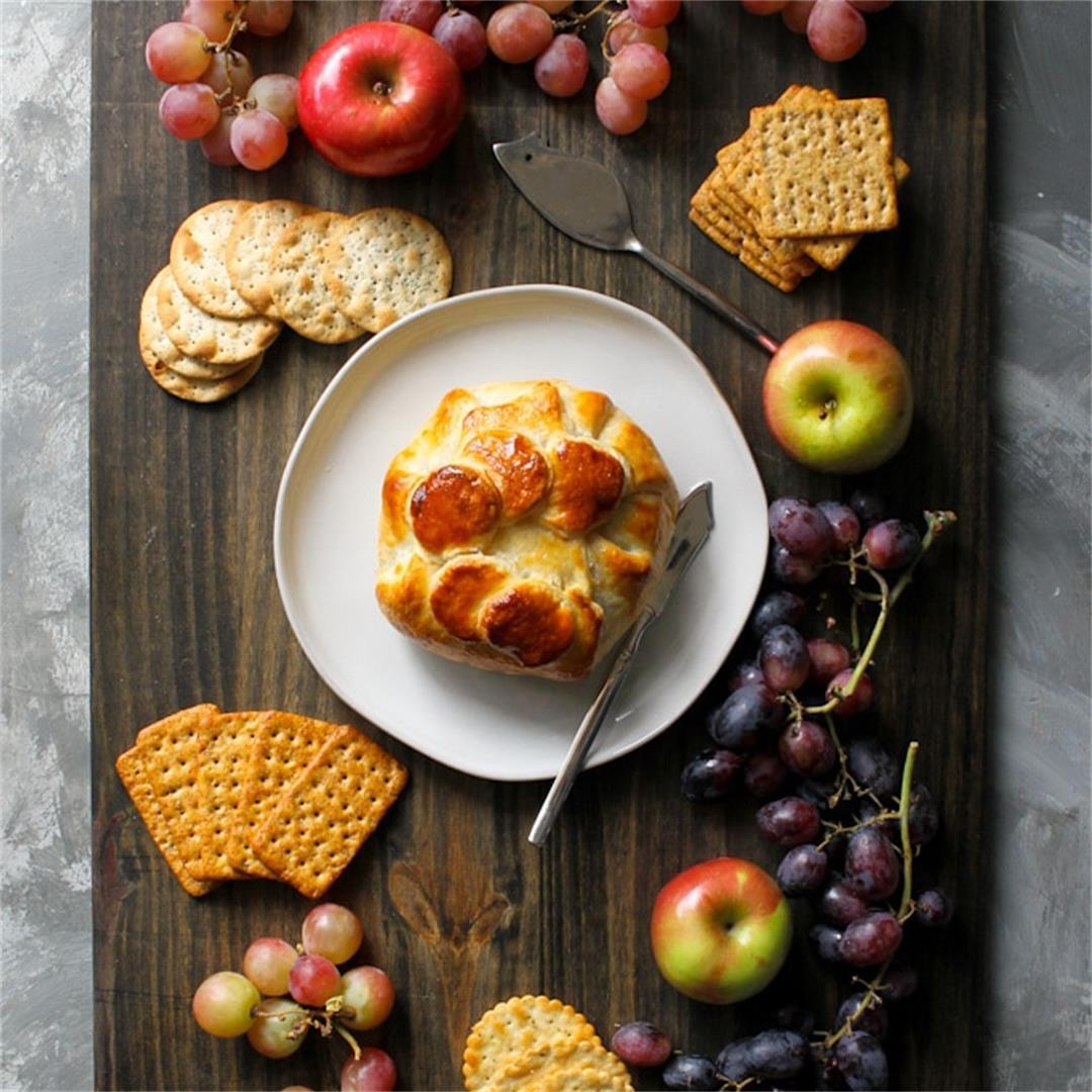 Brie en Croute (Baked Brie in Puff Pastry)