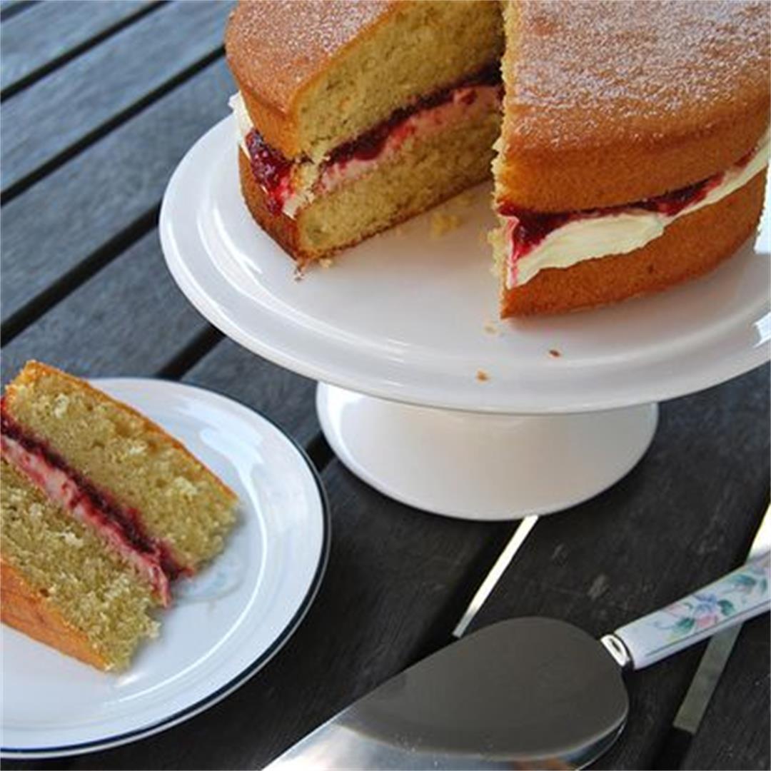 Mummy's Classic Victoria Sponge Sandwich Cake