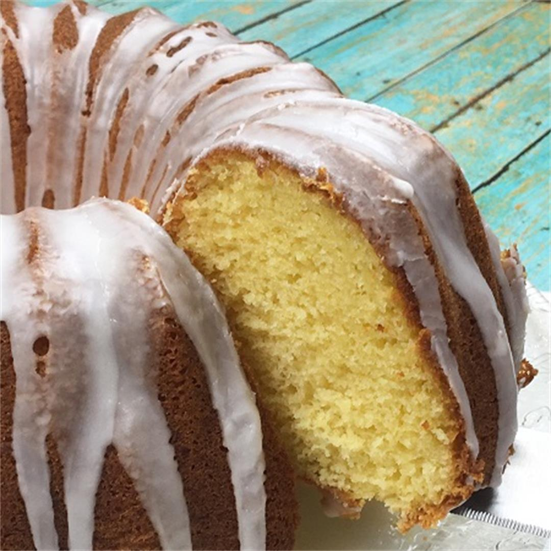 Old fashioned apricot nectar pound cake