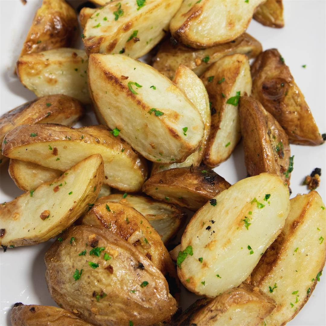 Best Garlic Roasted Potatoes