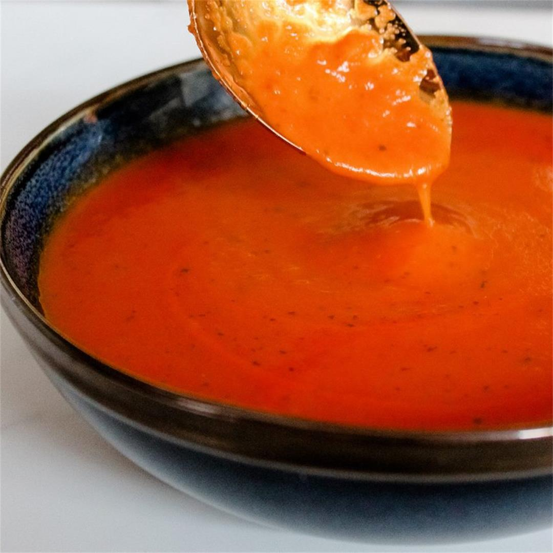 Vegan tomato and basil soup