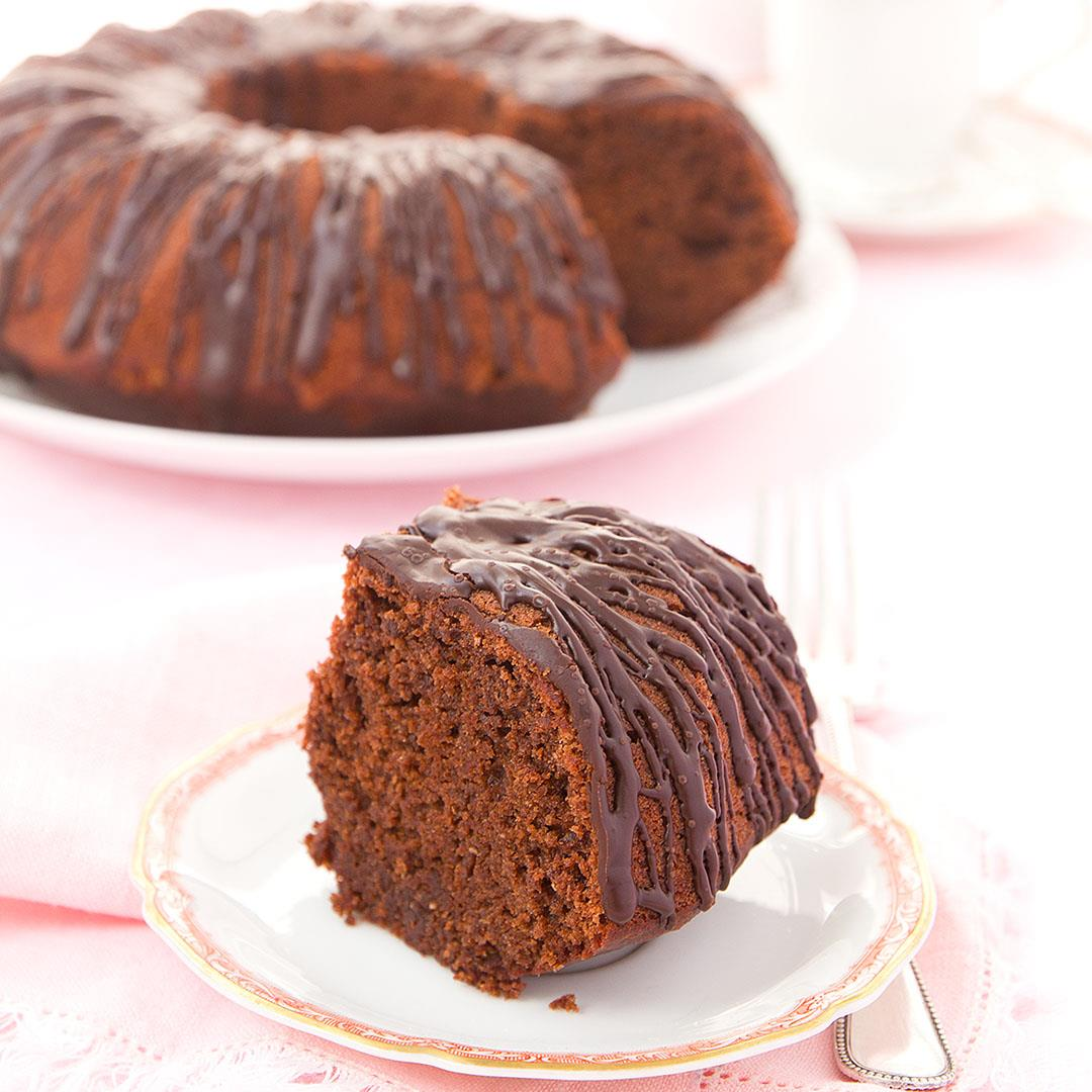 Healthy beetroot and chocolate cake (blend and bake!)
