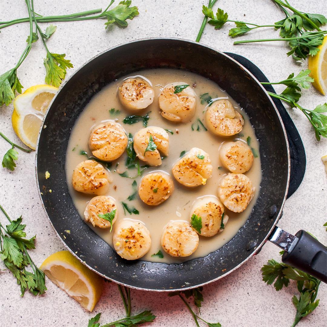 Lemony Garlic Butter Scallops