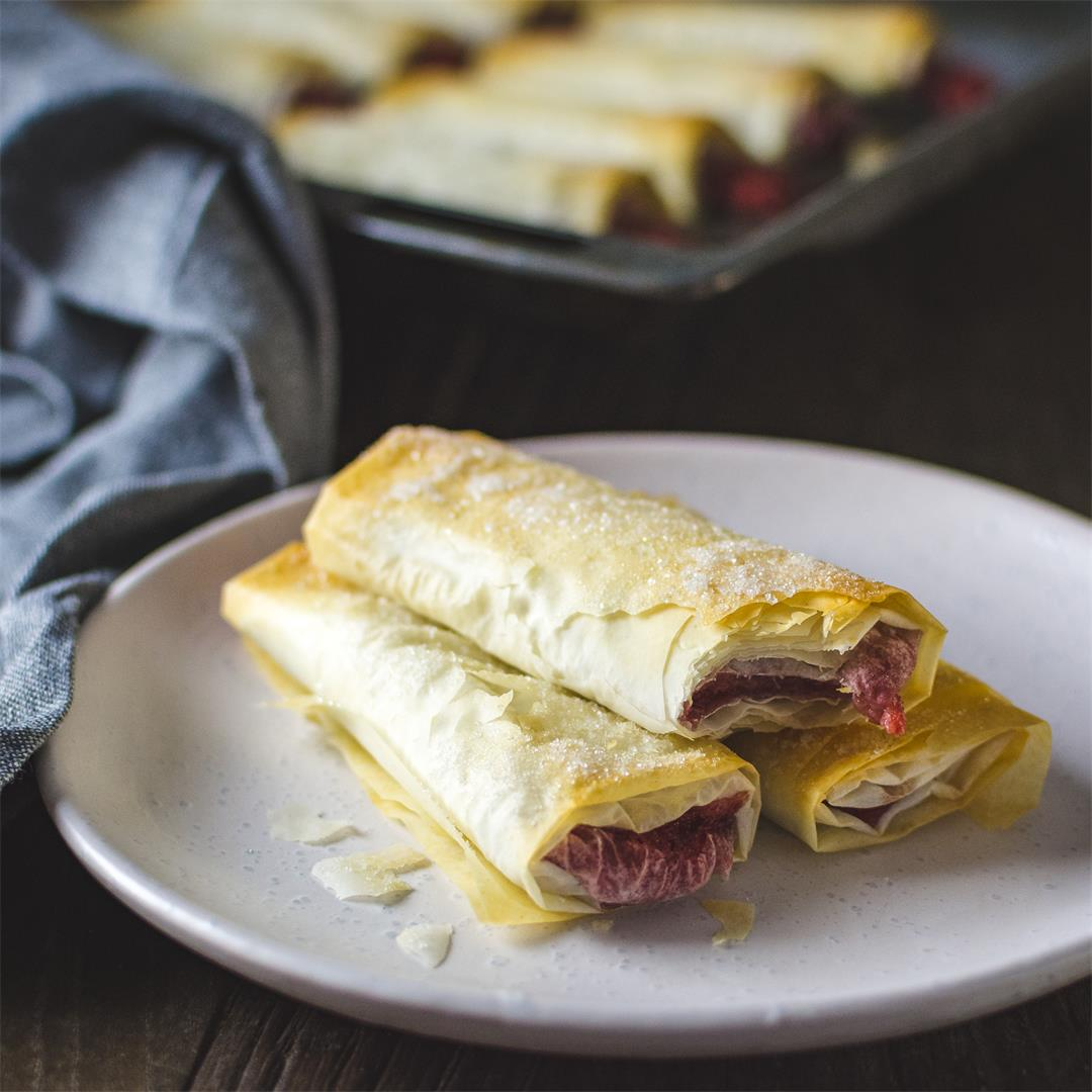 Strawberry phyllo dough rolls