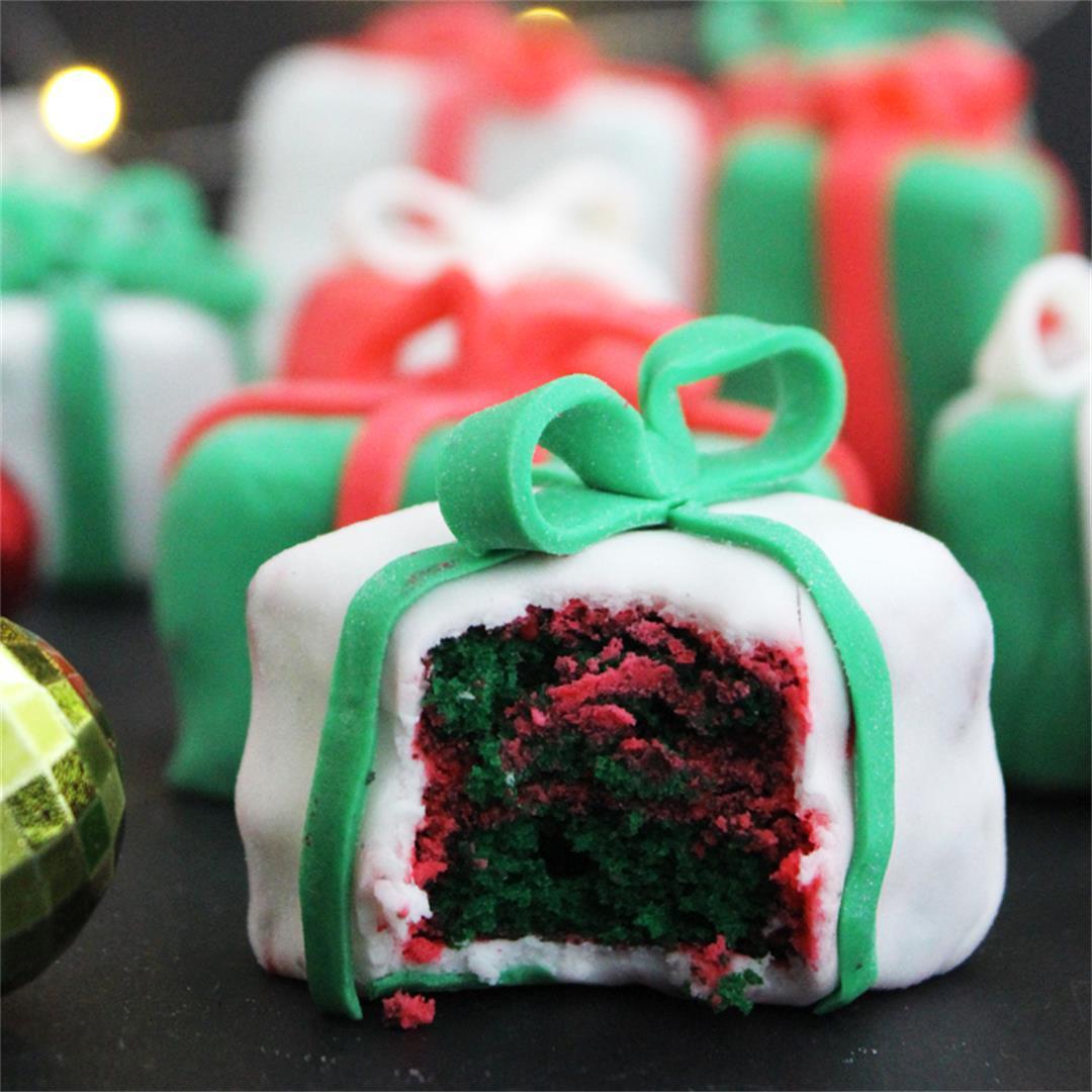 Mini Christmas Present Cakes