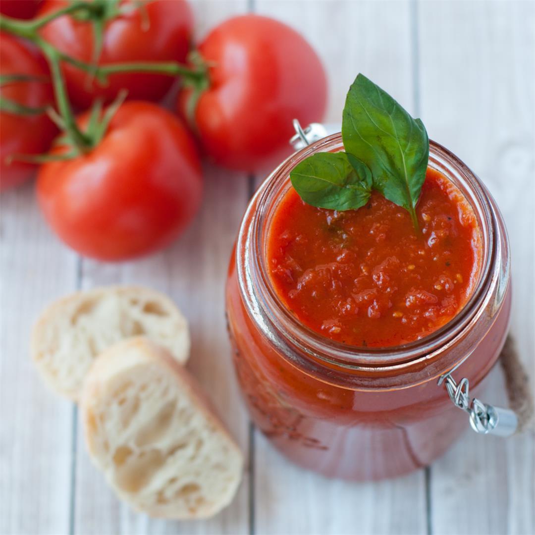 Nonna-Approved Tomato Sauce (pasta, pizza, etc)
