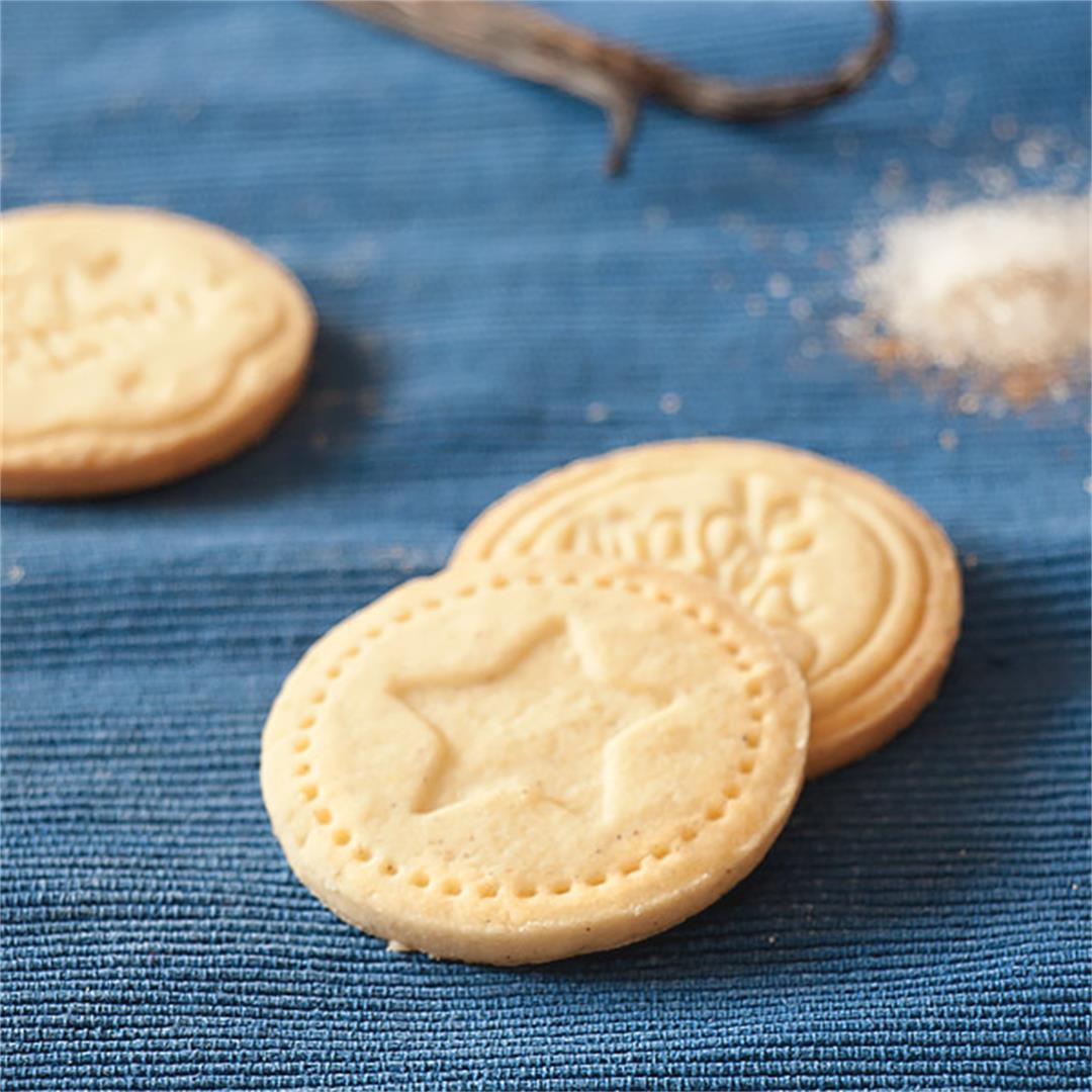 Quick Easy stamped cookies a fun activity to do with kids