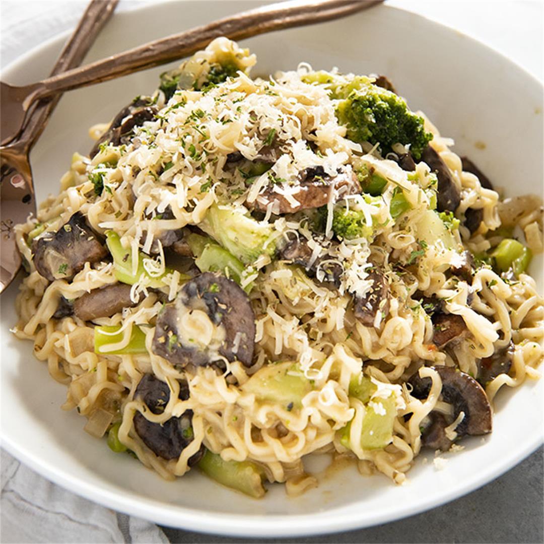 One Pan Garlic Parmesan Ramen Noodles
