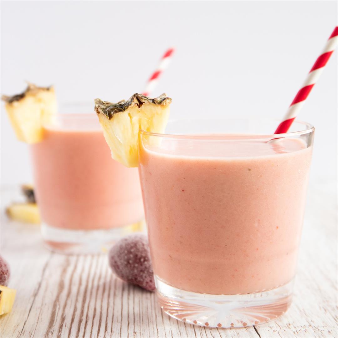 Pineapple Strawberry Detox Smoothie