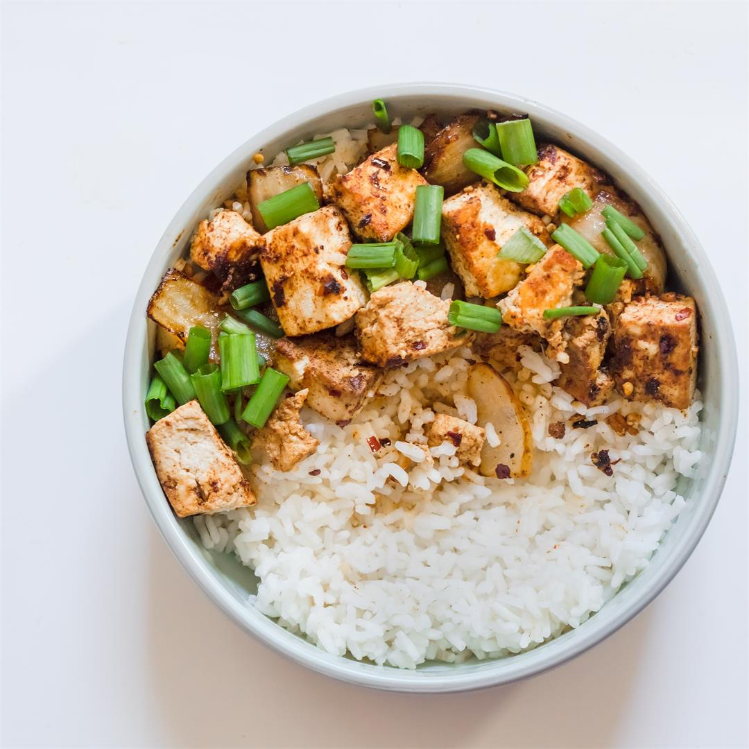 vegan spicy asian tofu bowl