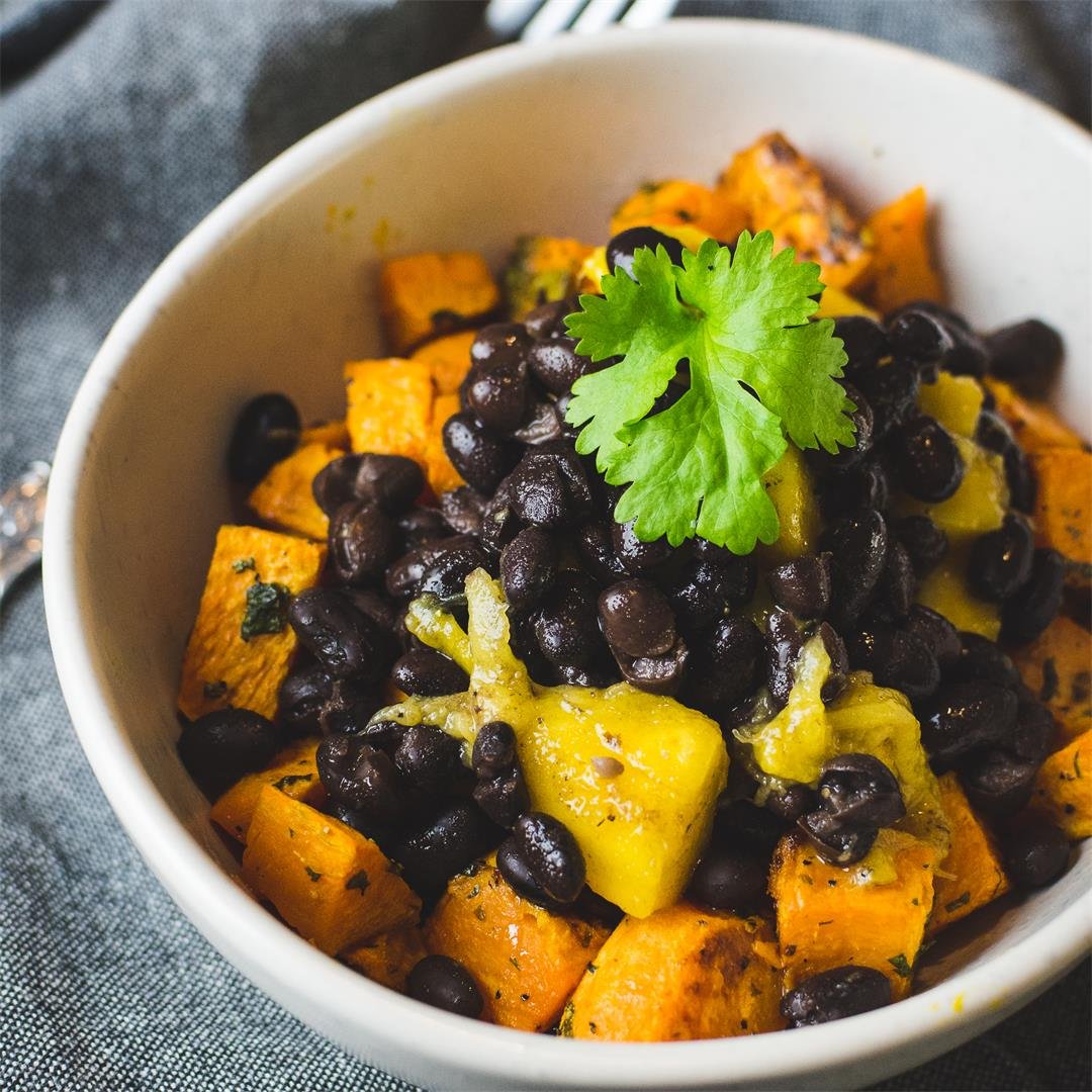 Roasted sweet potato & black beans salad