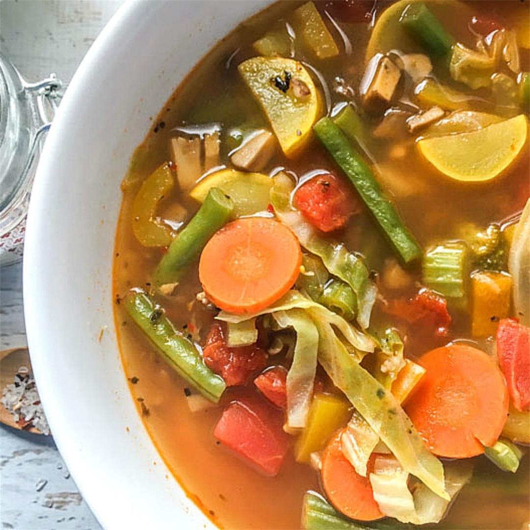 Super Tasty Low Calorie & Low Carb Vegetable Soup