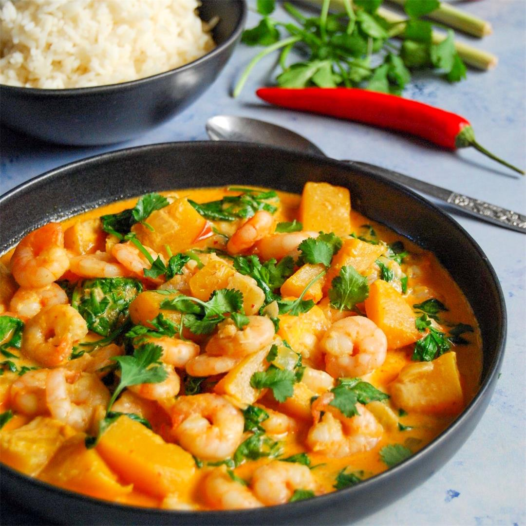 Quick Thai red prawn and spinach curry