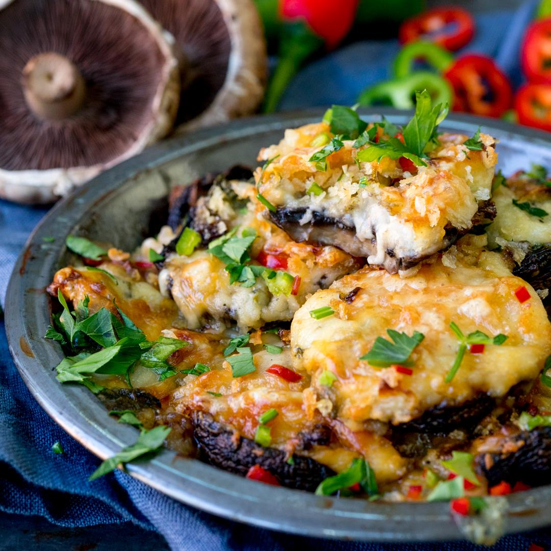 Cheesy Garlic Chilli Stuffed Mushrooms