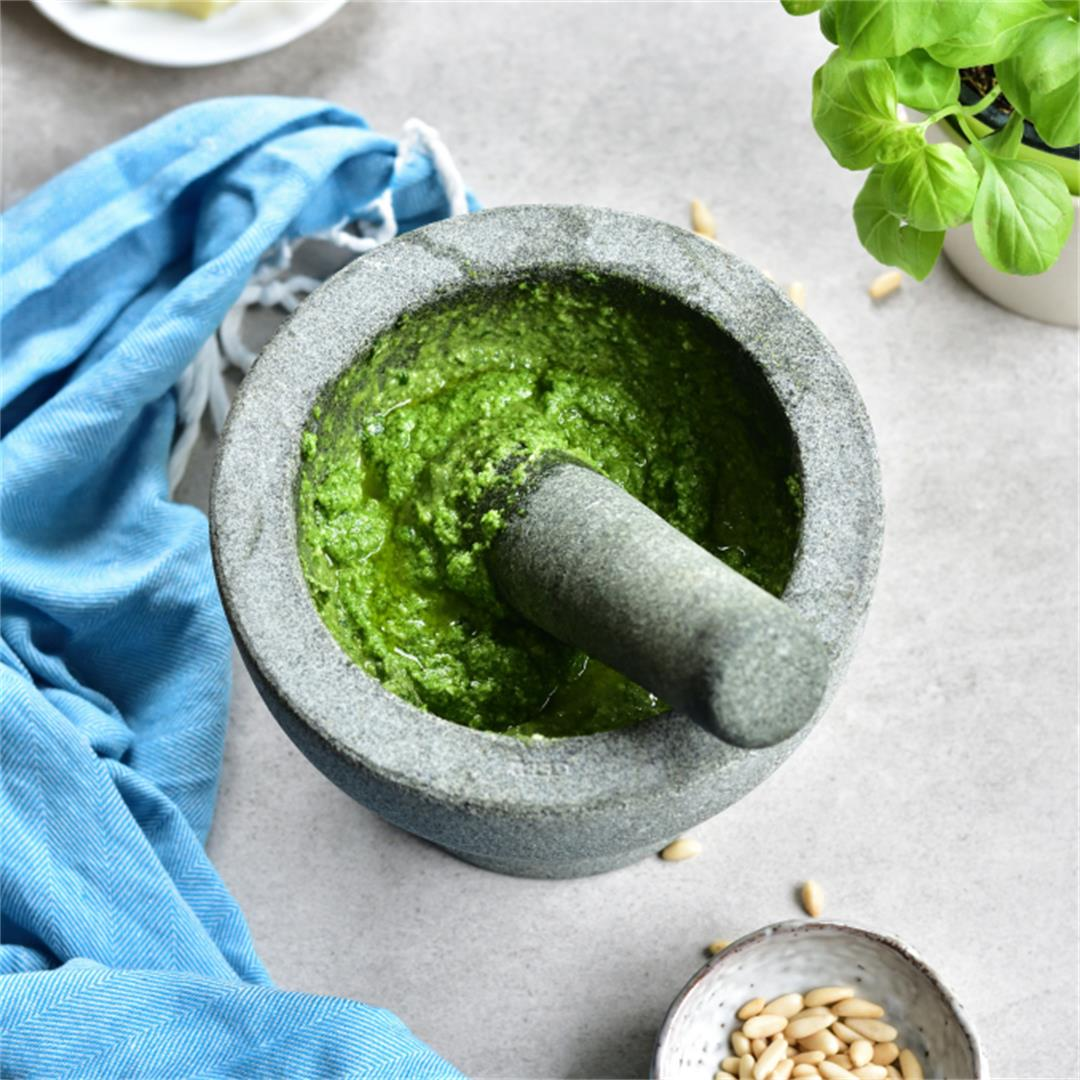 How to make pesto – homemade basil pesto recipe
