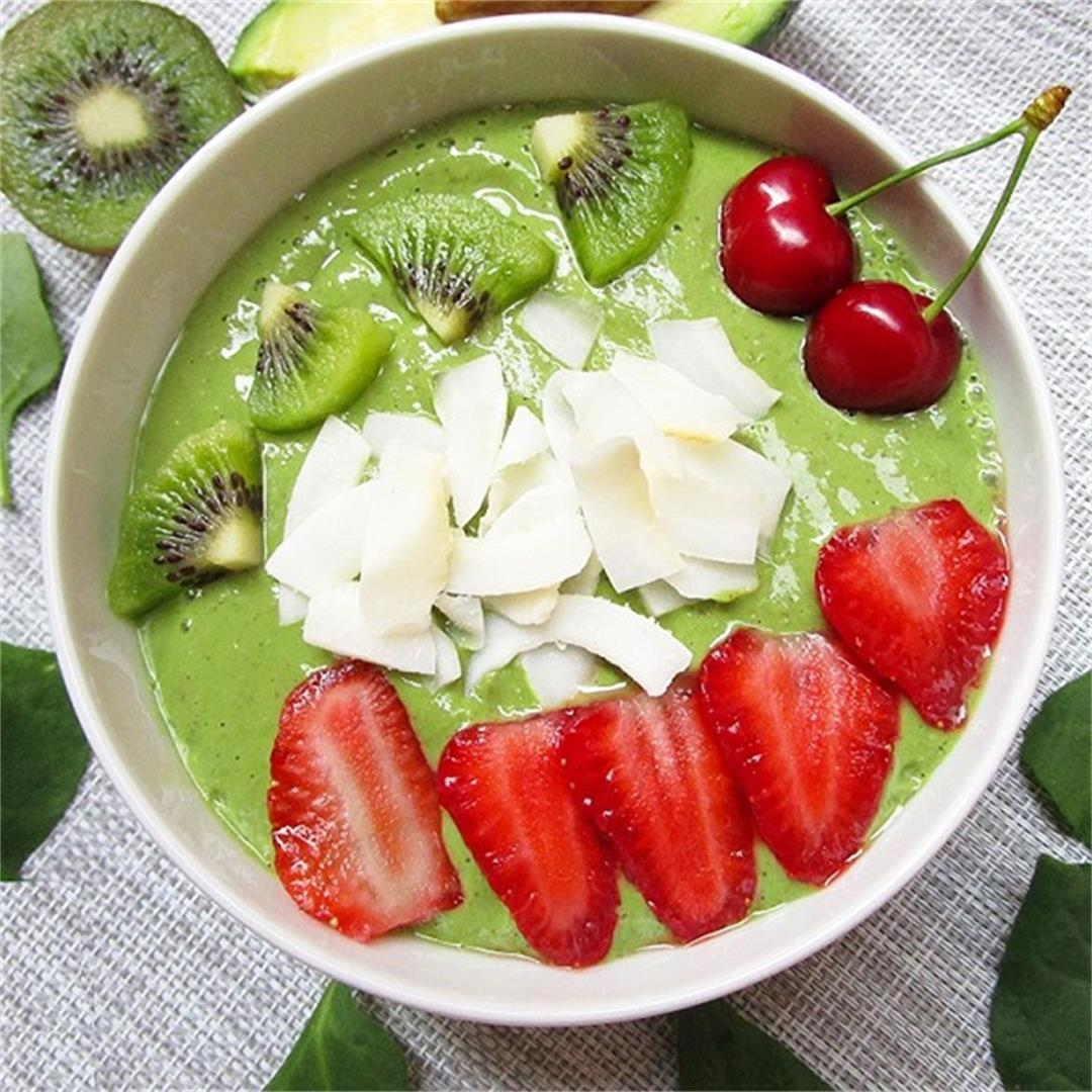 Vegan Avocado Spinach Green Smoothie Bowl